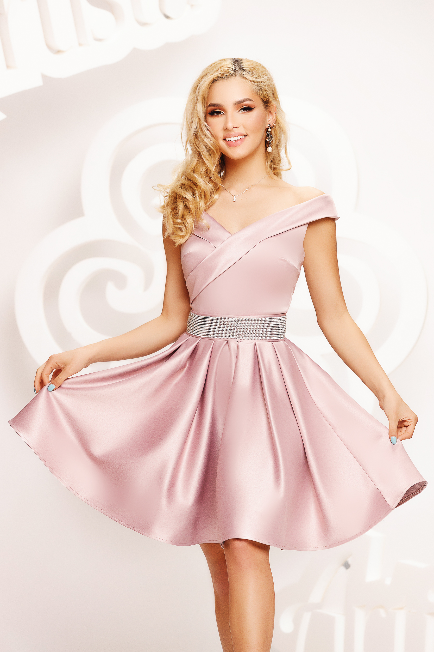 Pink dress from satin cloche occasional on the shoulders short cut