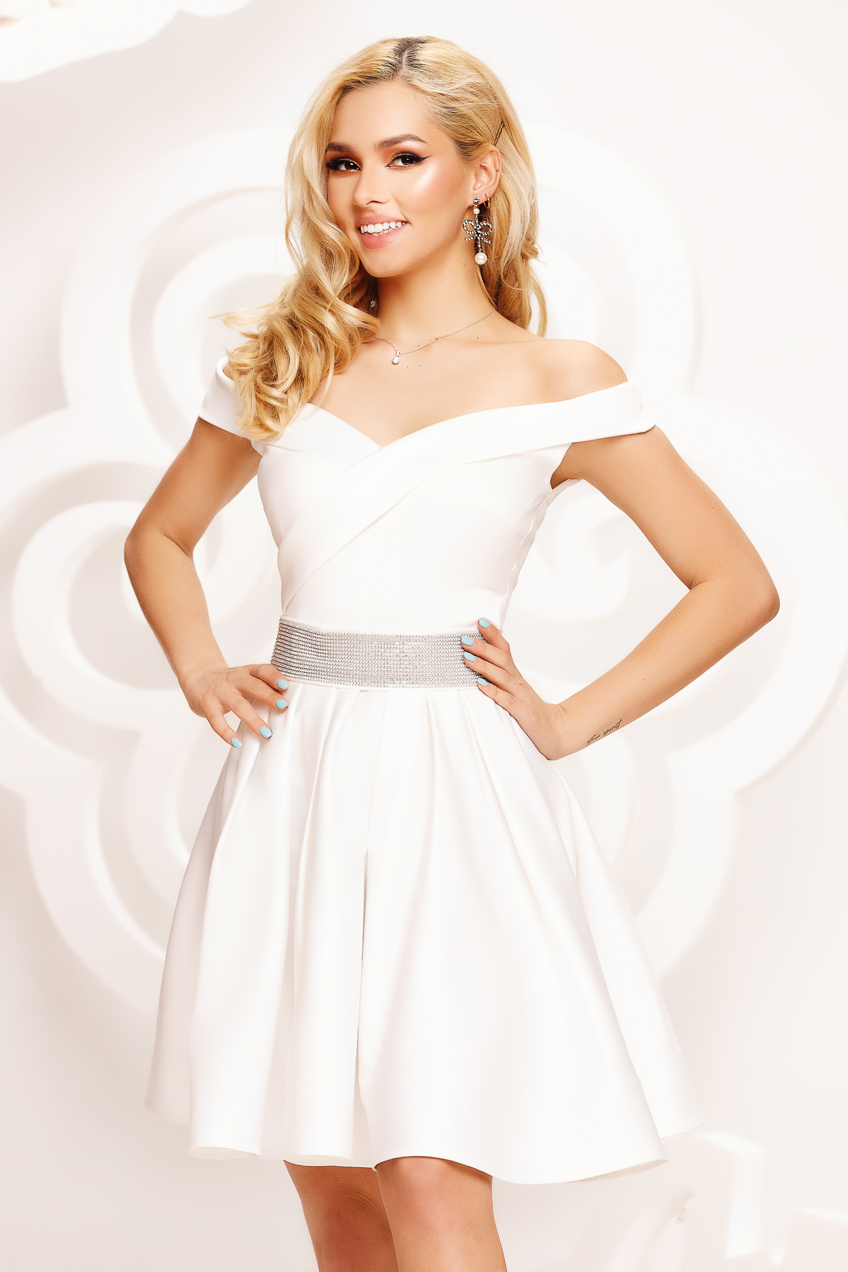 White dress from satin cloche occasional on the shoulders short cut