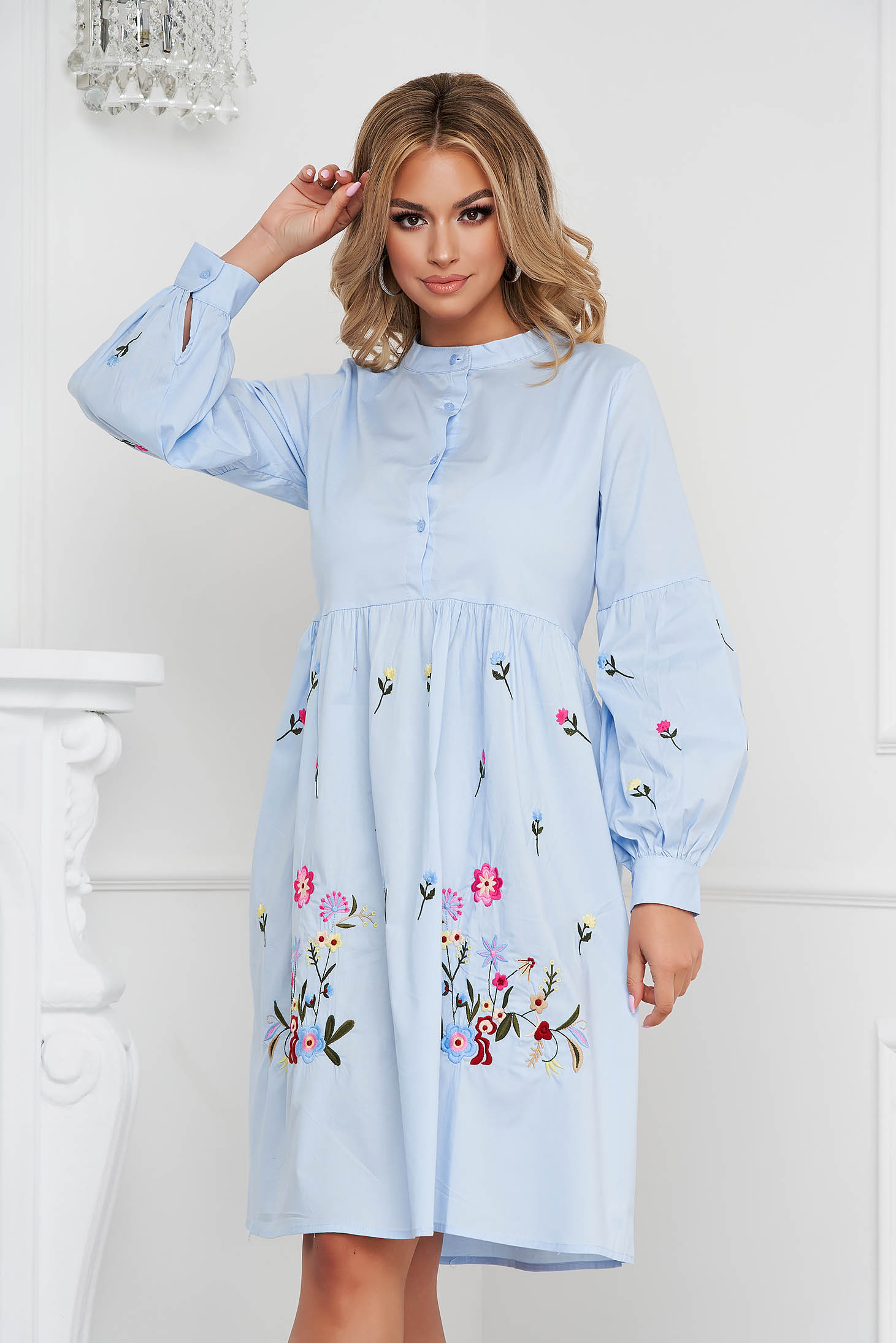 Rochie SunShine albastru-deschis midi din bumbac cu maneci bufante si broderie florala