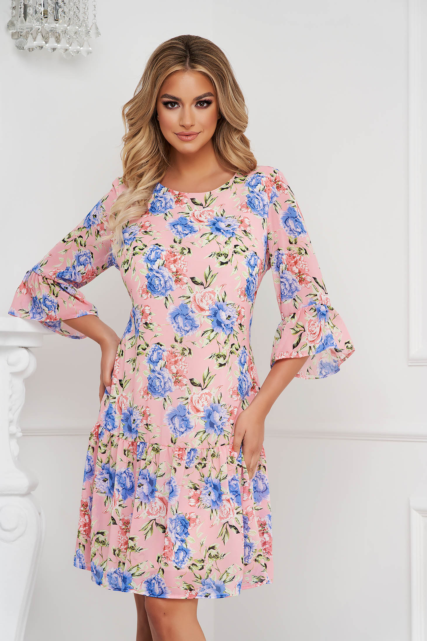 Dress short cut straight airy fabric with ruffles at the buttom of the dress