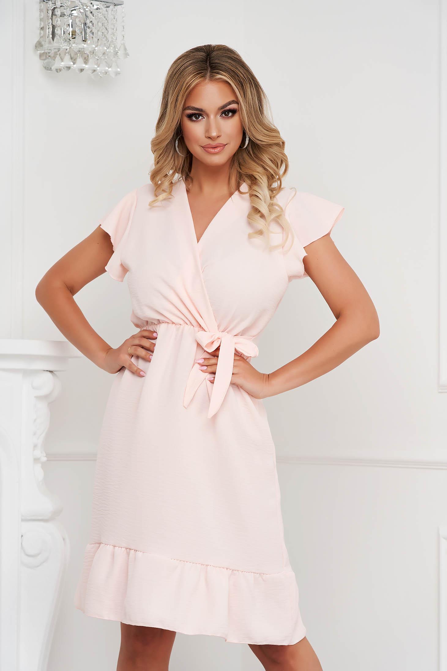 Fodros midi világos rózsaszínű ruha vékony anyagból harang alakú gumirozott derékrésszel