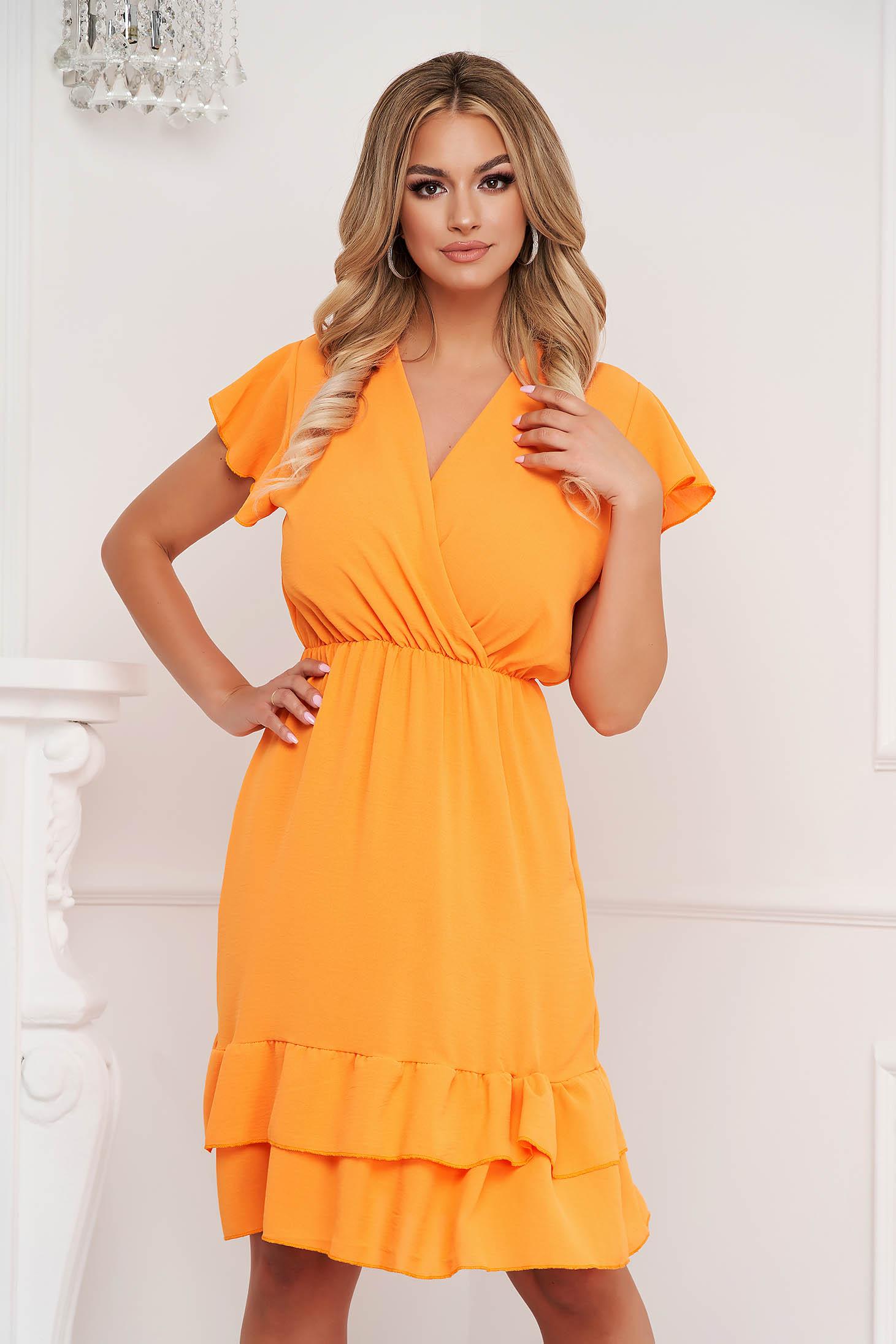 Narancssárga ruha midi harang alakú gumirozott derékrésszel vékony anyagból fodros