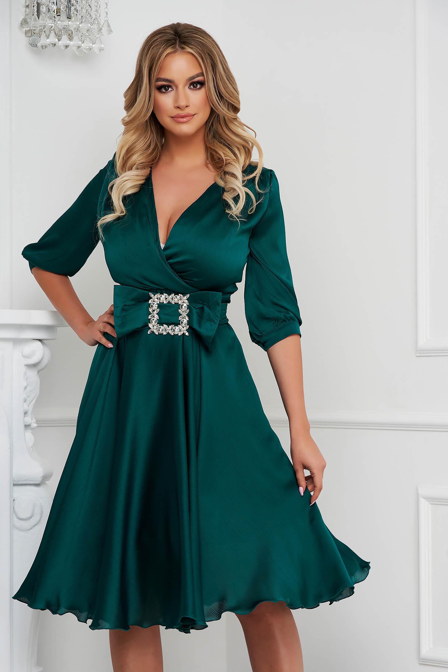 Rochie PrettyGirl verde petrol eleganta midi in clos din satin accesorizata cu o catarama