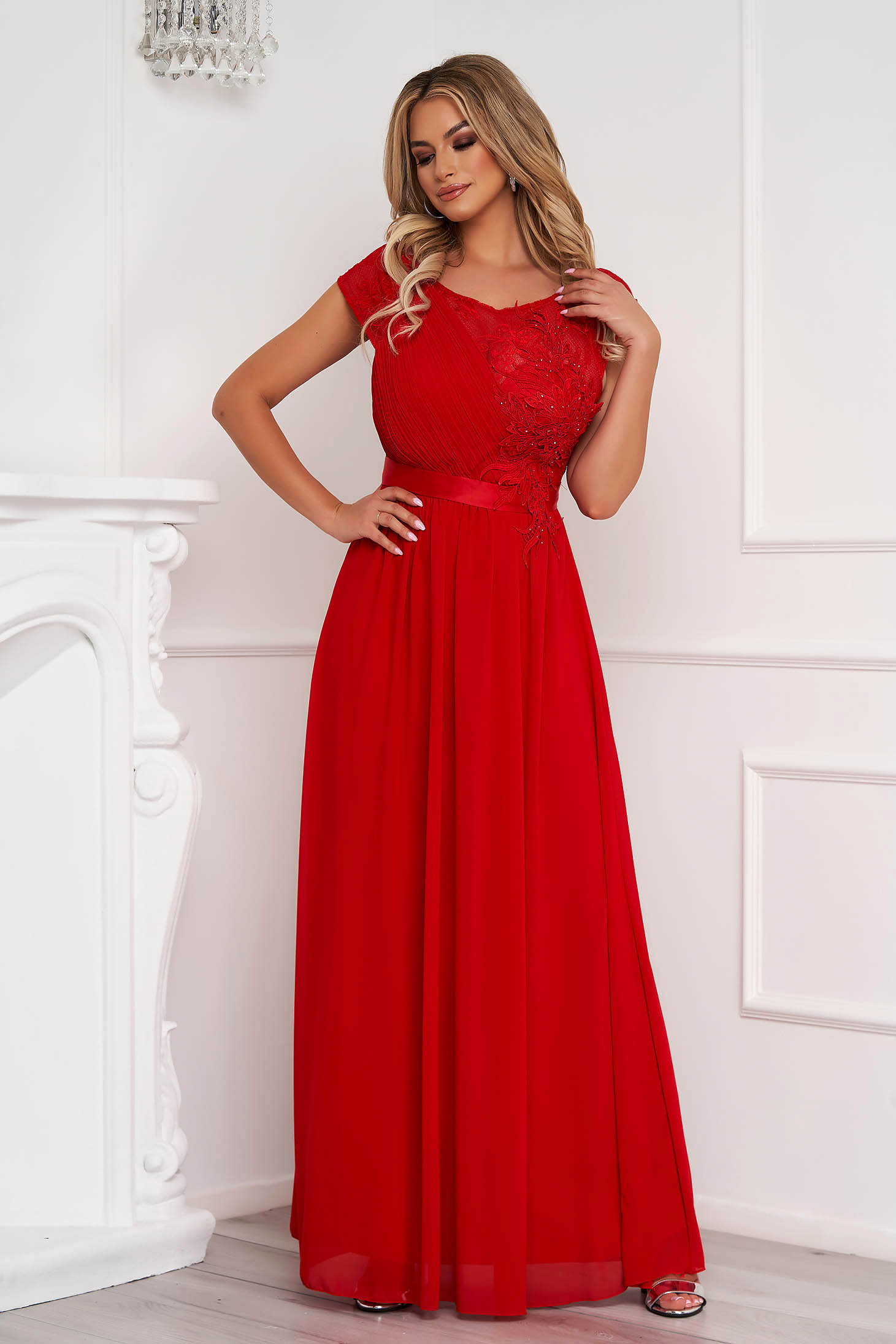 Red dress long occasional cloche from veil fabric with lace details with push-up cups