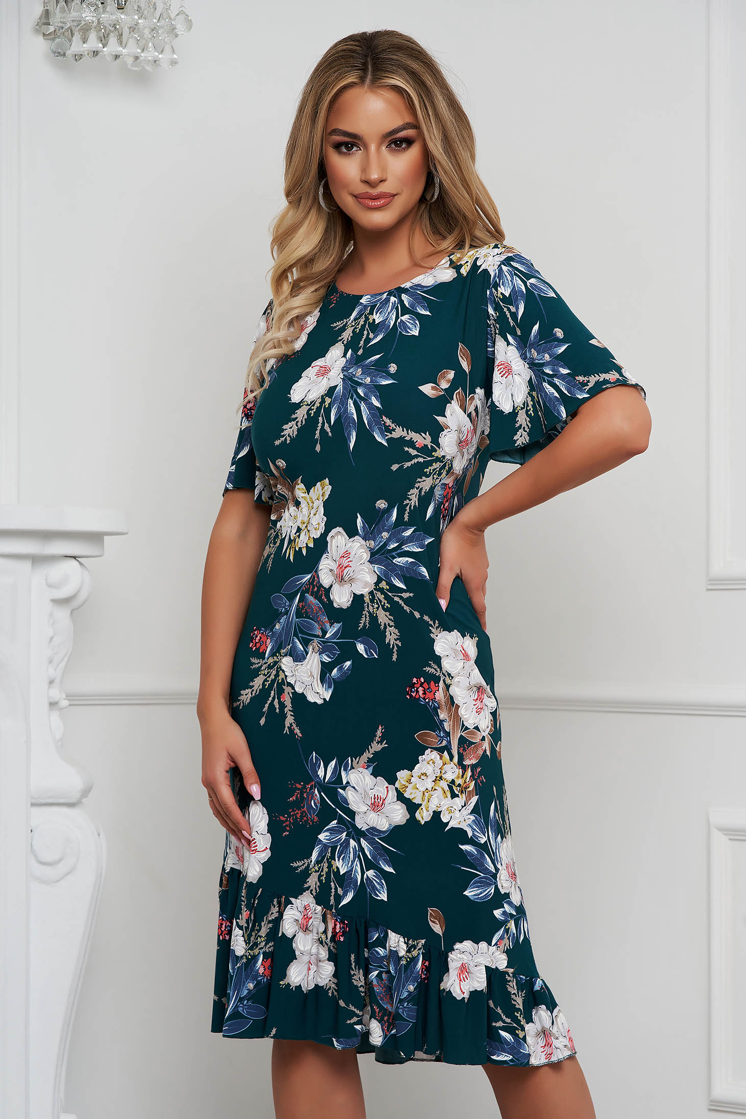 Dress straight from elastic fabric with ruffle details with floral print