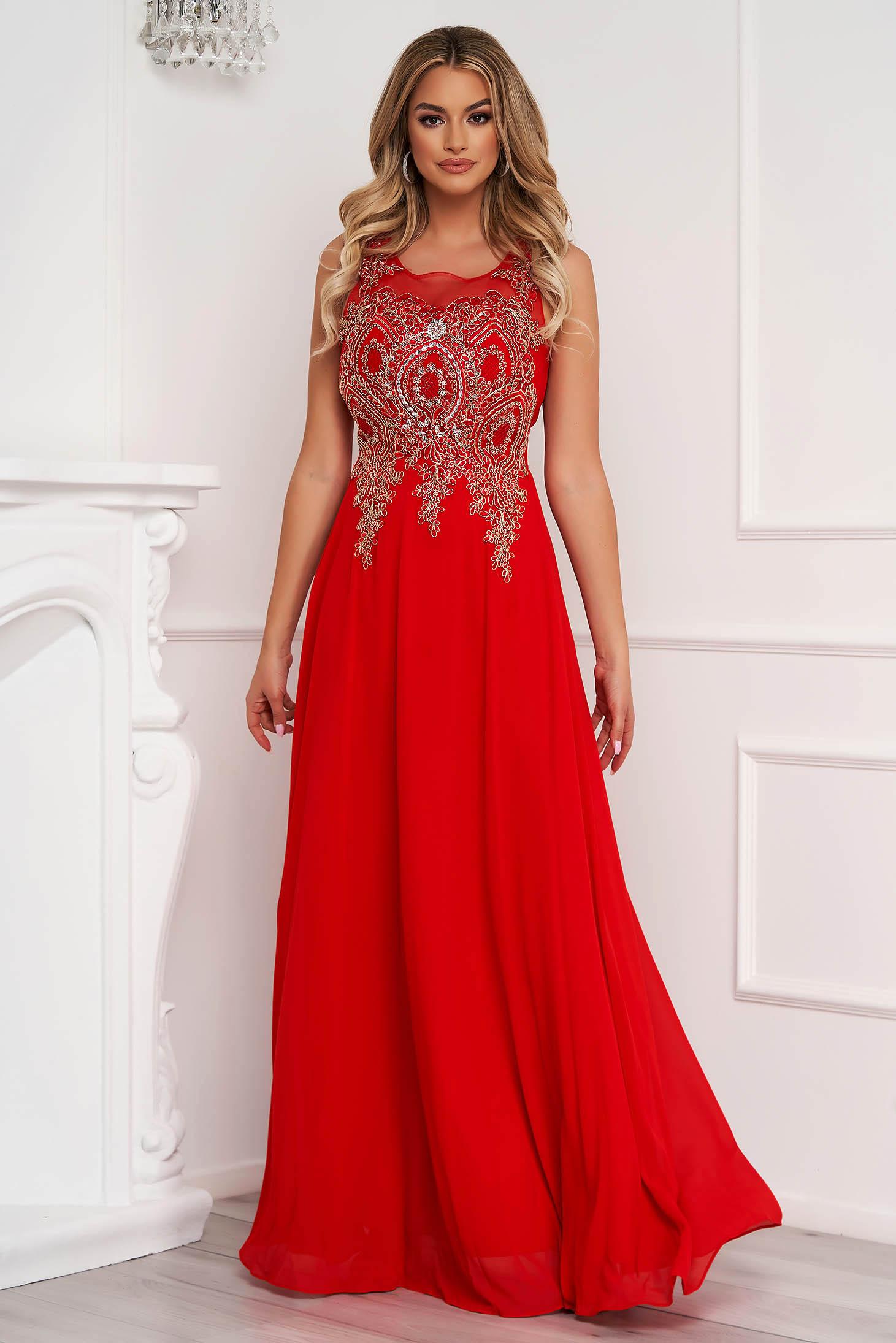 Piros alkalmi hosszú harang ruha tüllből elől hímzett strassz köves díszítés