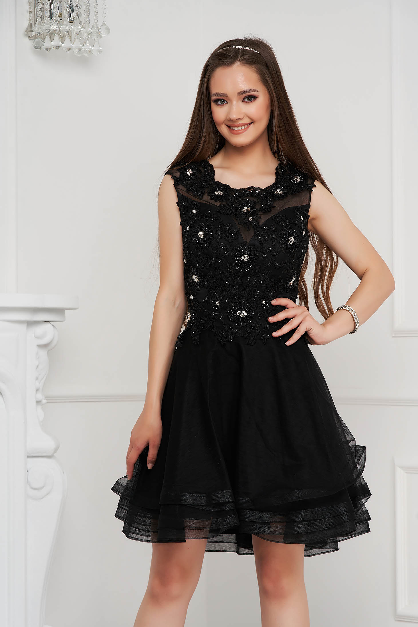 Fekete rövid harang ruha tüllből flitteres díszítéssel