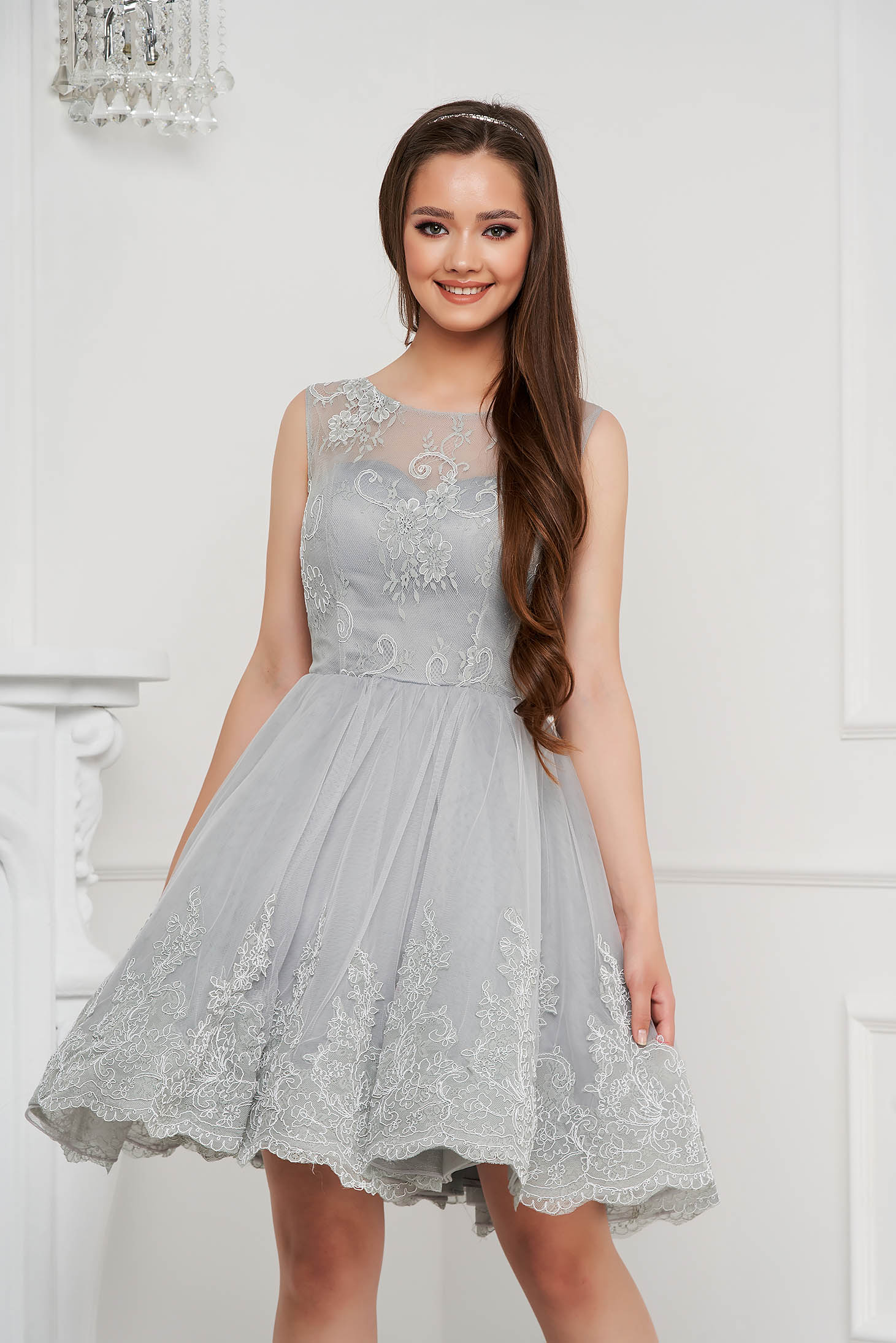 Grey dress short cut occasional cloche laced with push-up cups from tulle