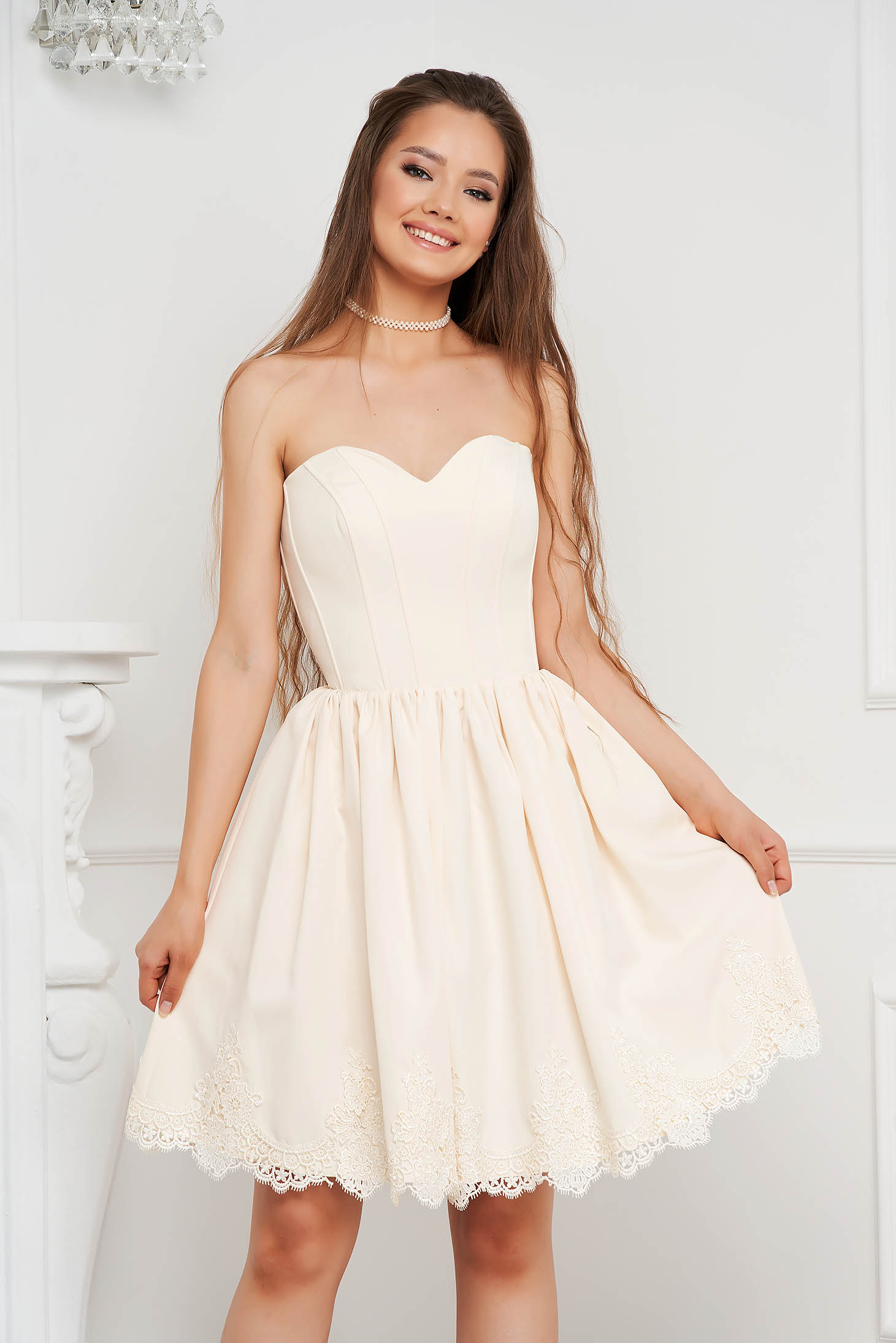 Ivory dress short cut cloche with push-up cups laced