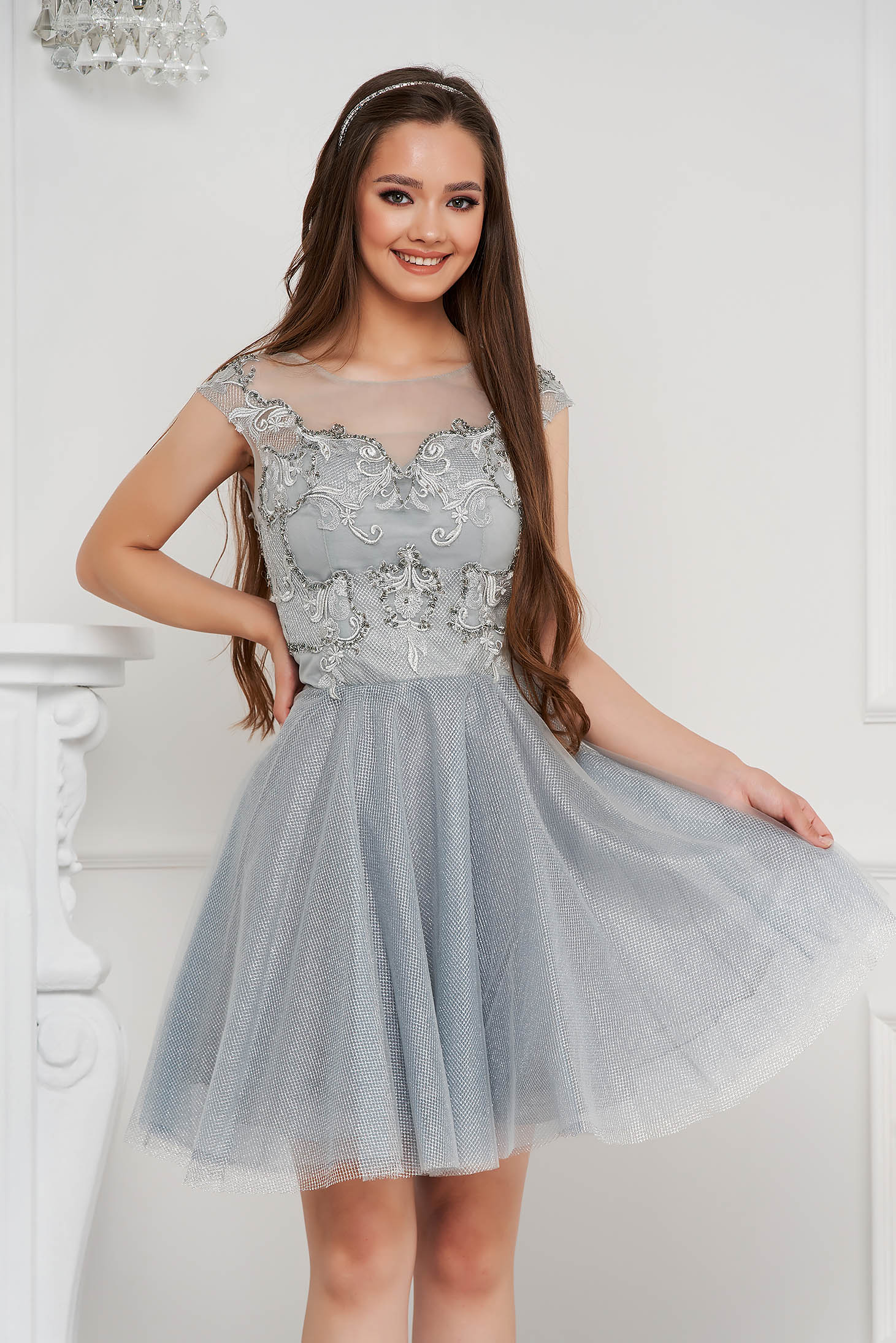 Grey dress short cut occasional cloche from tulle laced with push-up cups