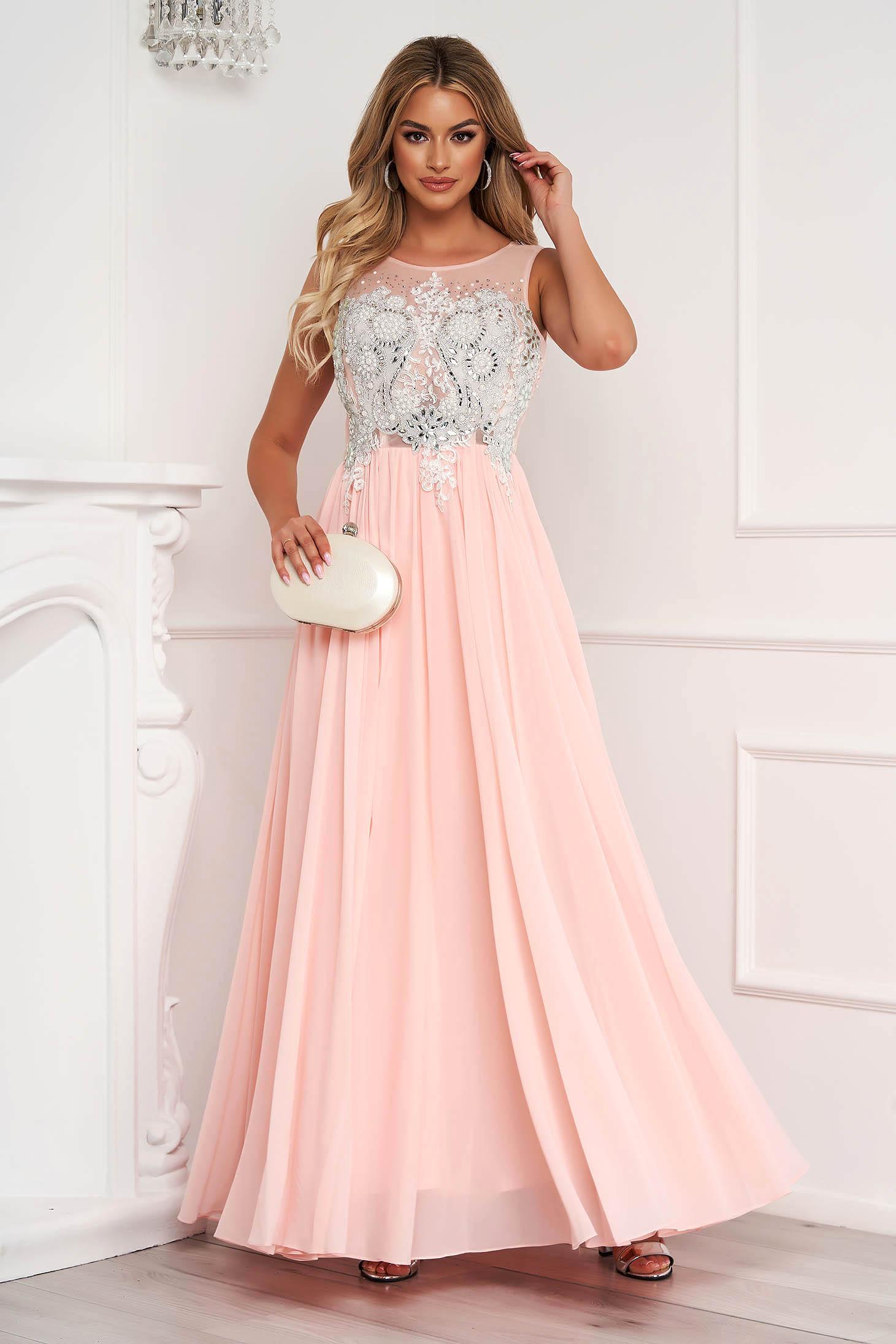 Világos rózsaszínű ujjatlan hosszú muszlin harang ruha strassz köves díszítés