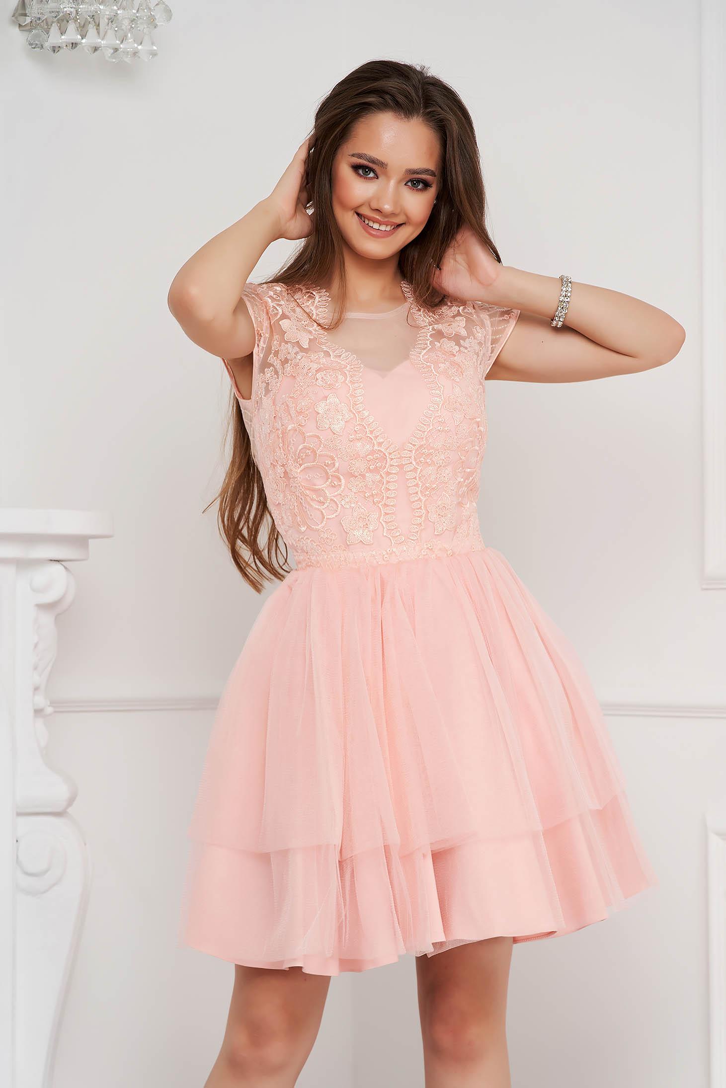 Világos rózsaszínű ruha rövid harang tüllből flitteres díszítéssel ujjatlan