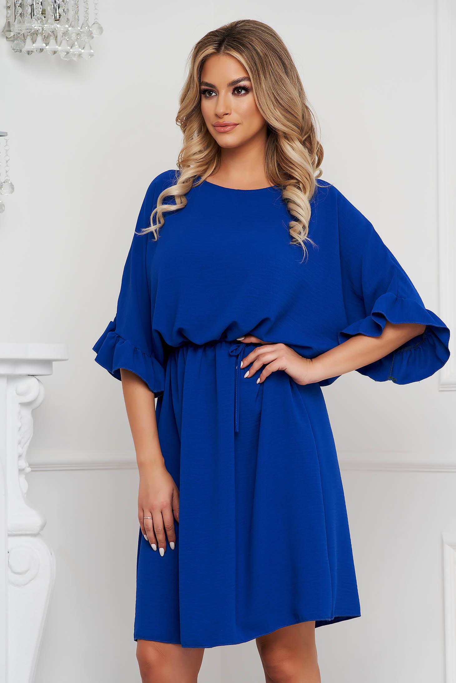 Kék rövid ruha harang alakú gumirozott derékrésszel vékony anyagból fodros ujjakkal