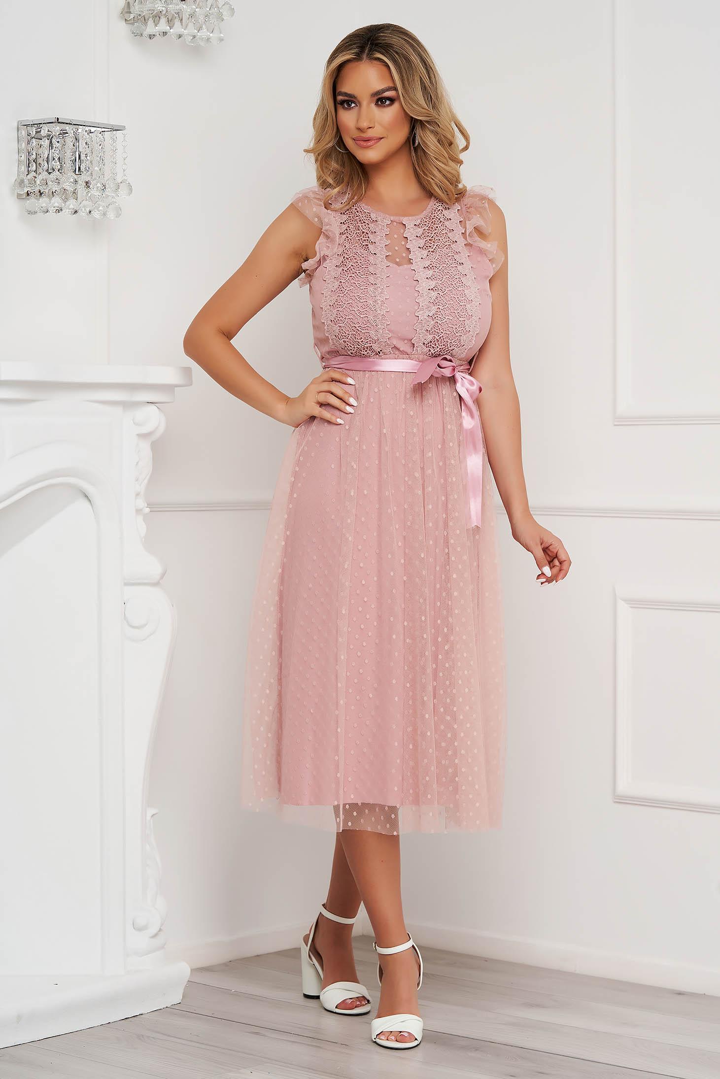 Rochie roz prafuit midi de ocazie din tul in clos fara maneci cu aplicatii din plumeti