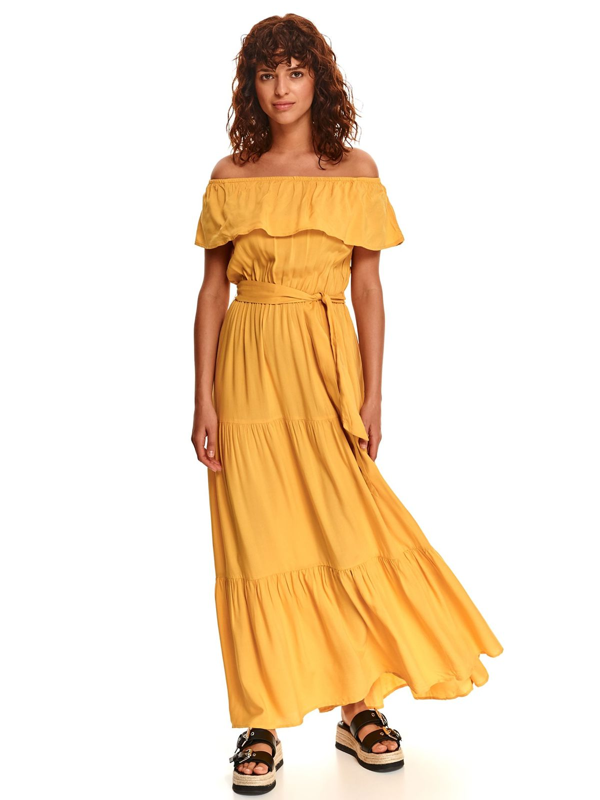Yellow dress long on the shoulders with ruffle details loose fit