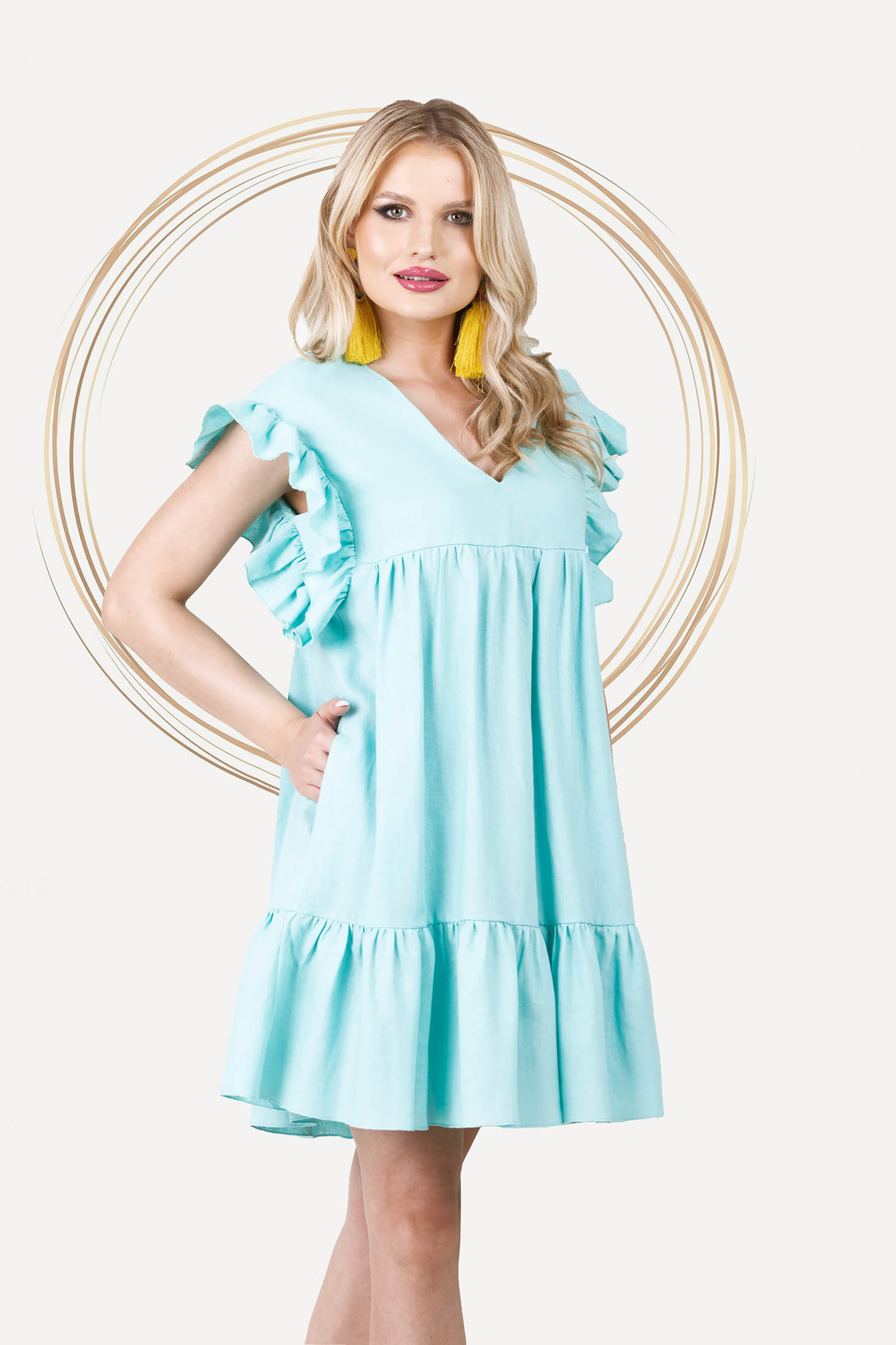 Loose fit with pockets with ruffle details linen short cut mint dress