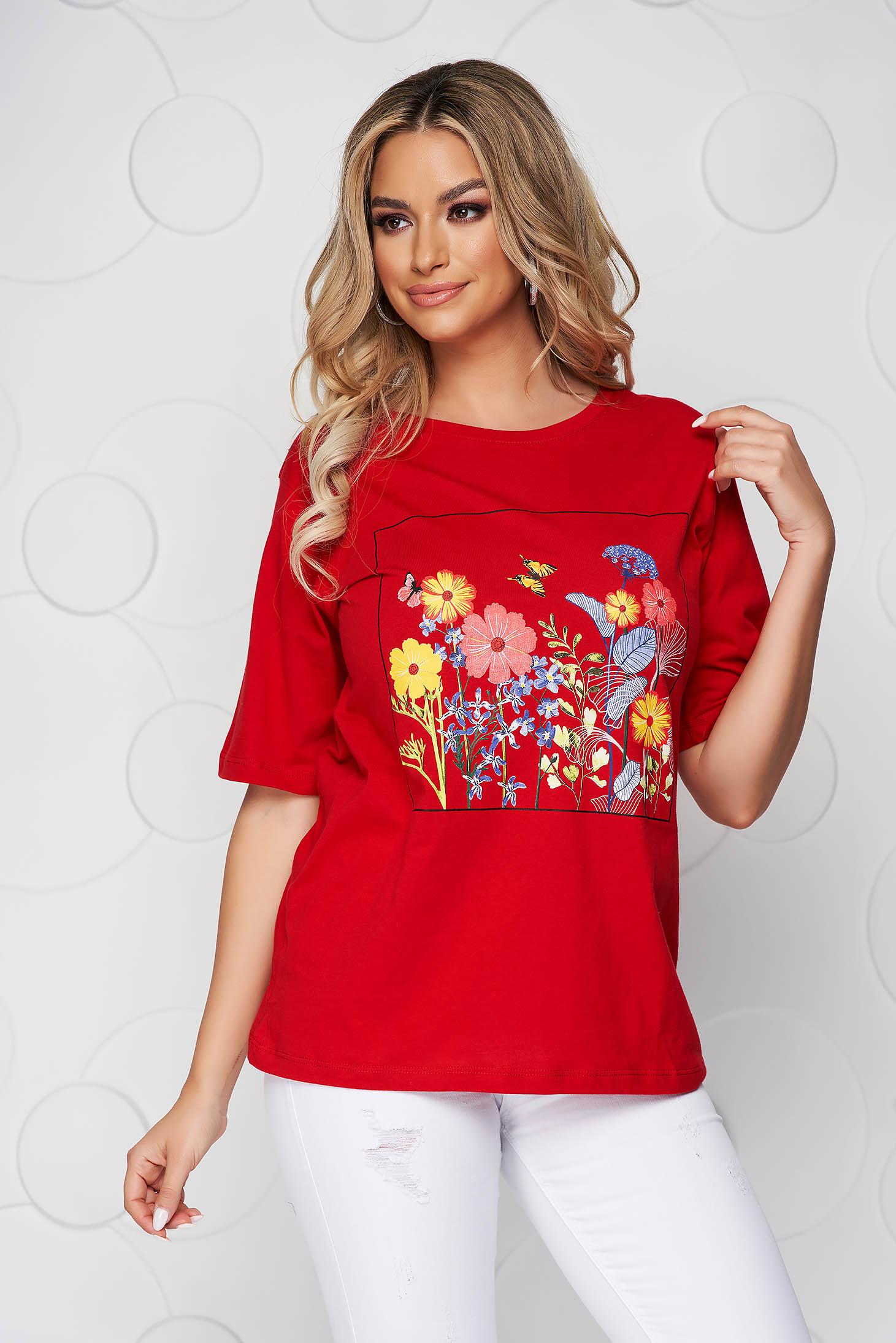 Tricou SunShine rosu din bumbac cu croi larg cu decolteu rotunjit si imprimeu floral