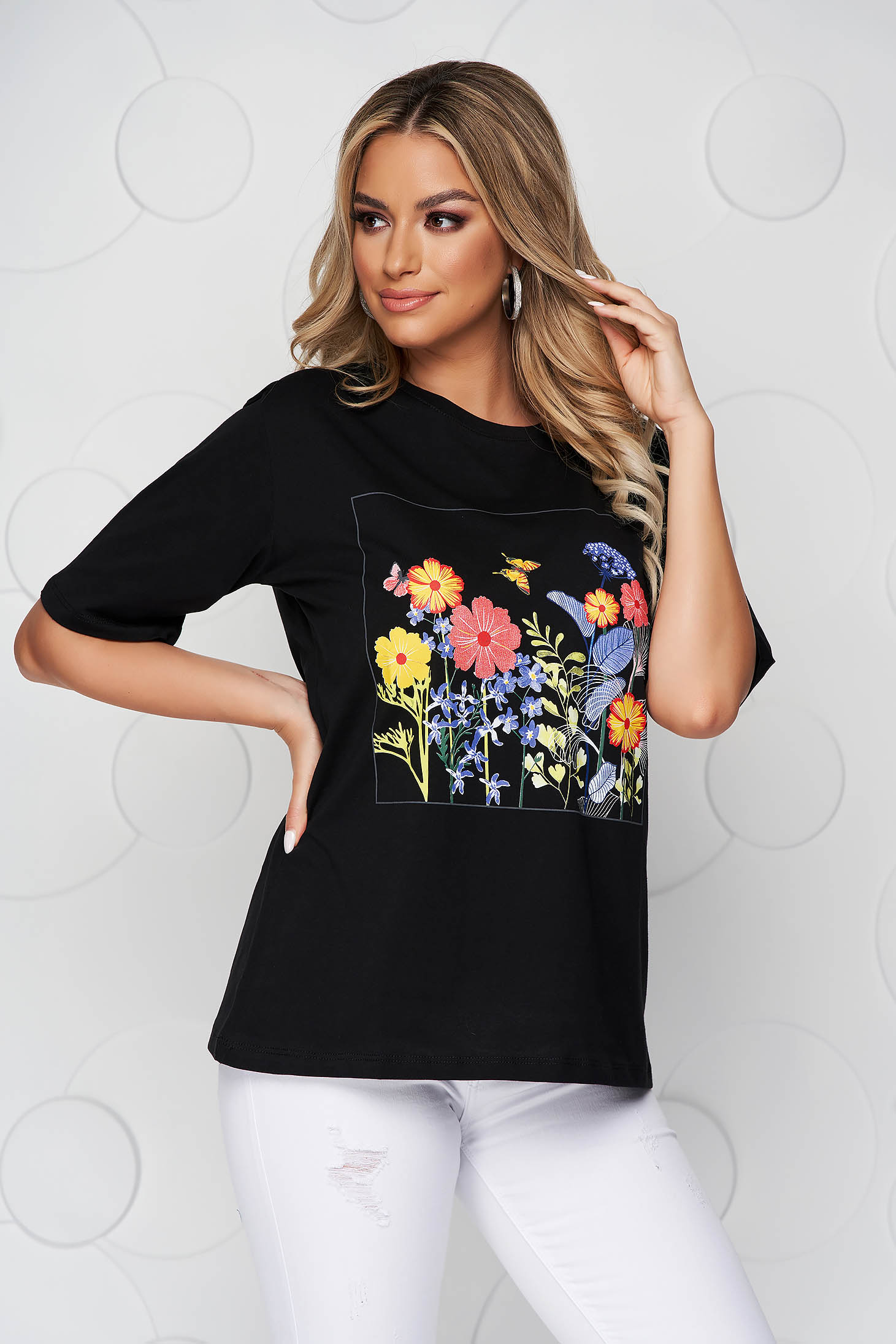 Black t-shirt cotton loose fit with rounded cleavage with floral print