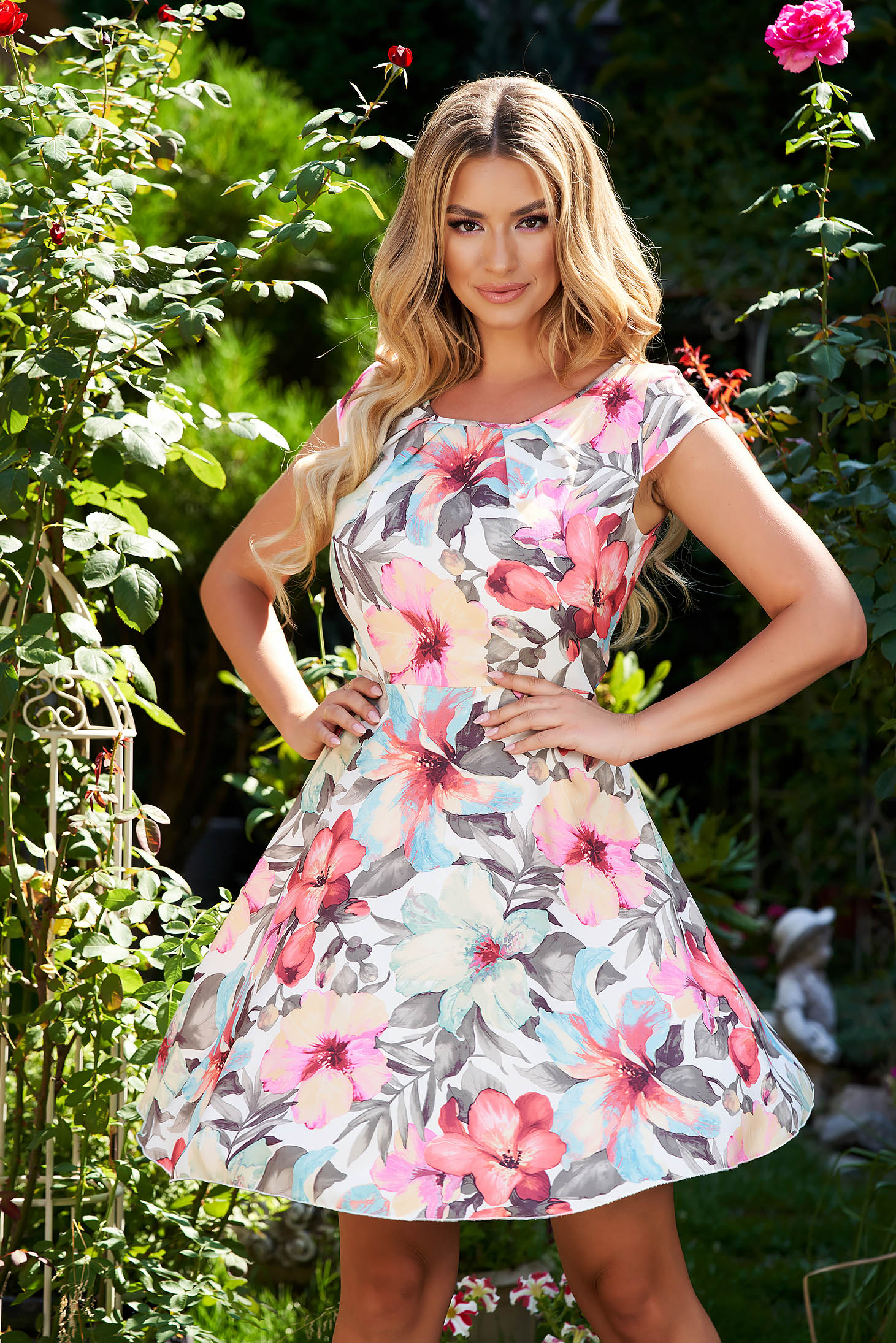 Cloche dress short cut from veil fabric short sleeves with floral print