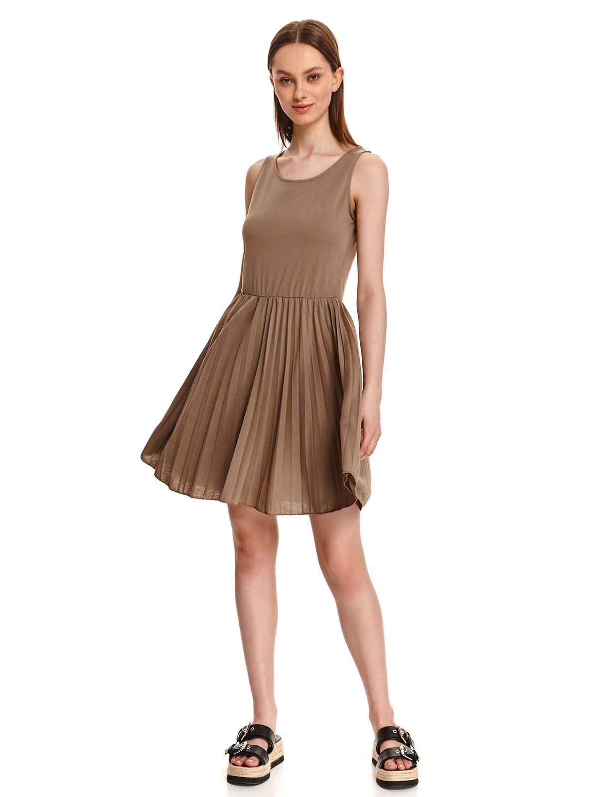 Brown dress short cut cloche folded up with rounded cleavage