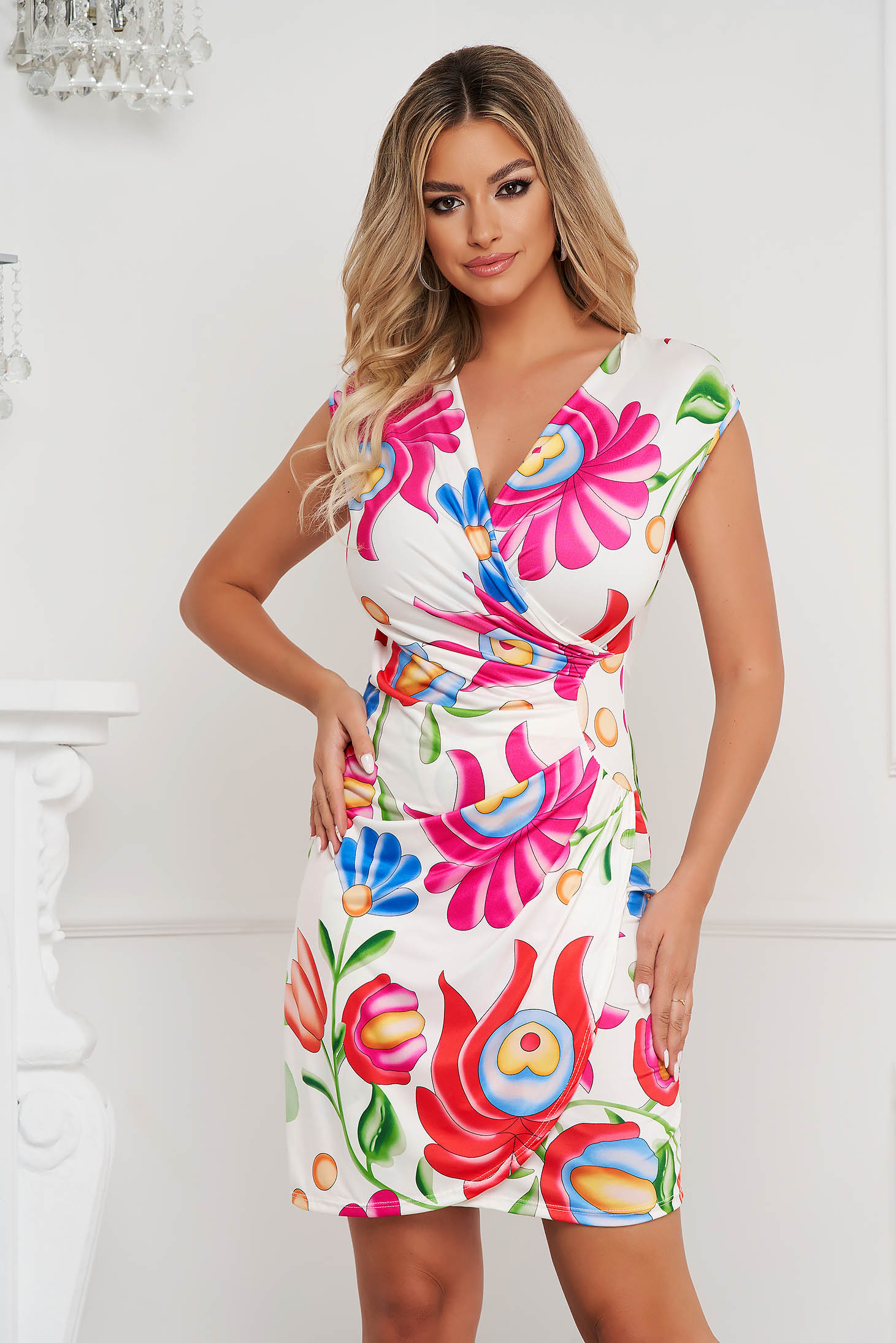 Dress with floral print short cut pencil from elastic and fine fabric