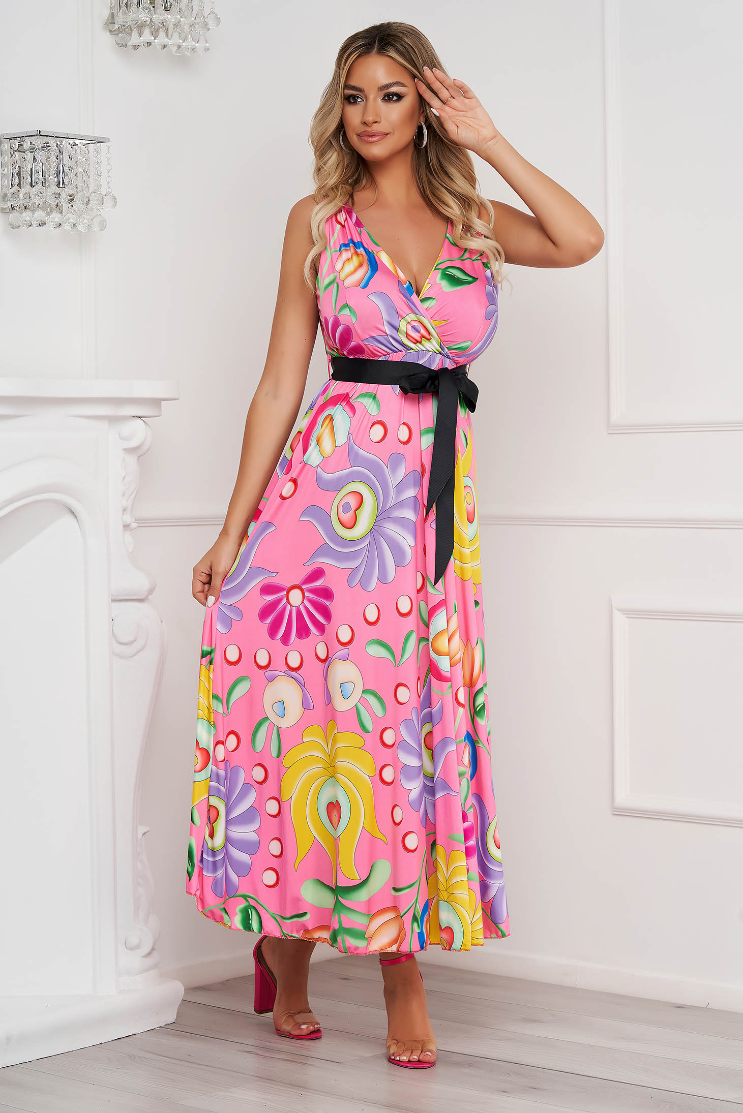Dress with floral print cloche from elastic and fine fabric long