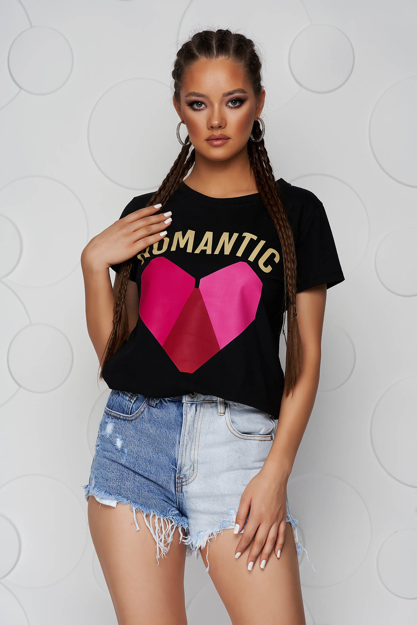 Black t-shirt cotton with rounded cleavage loose fit with graphic details