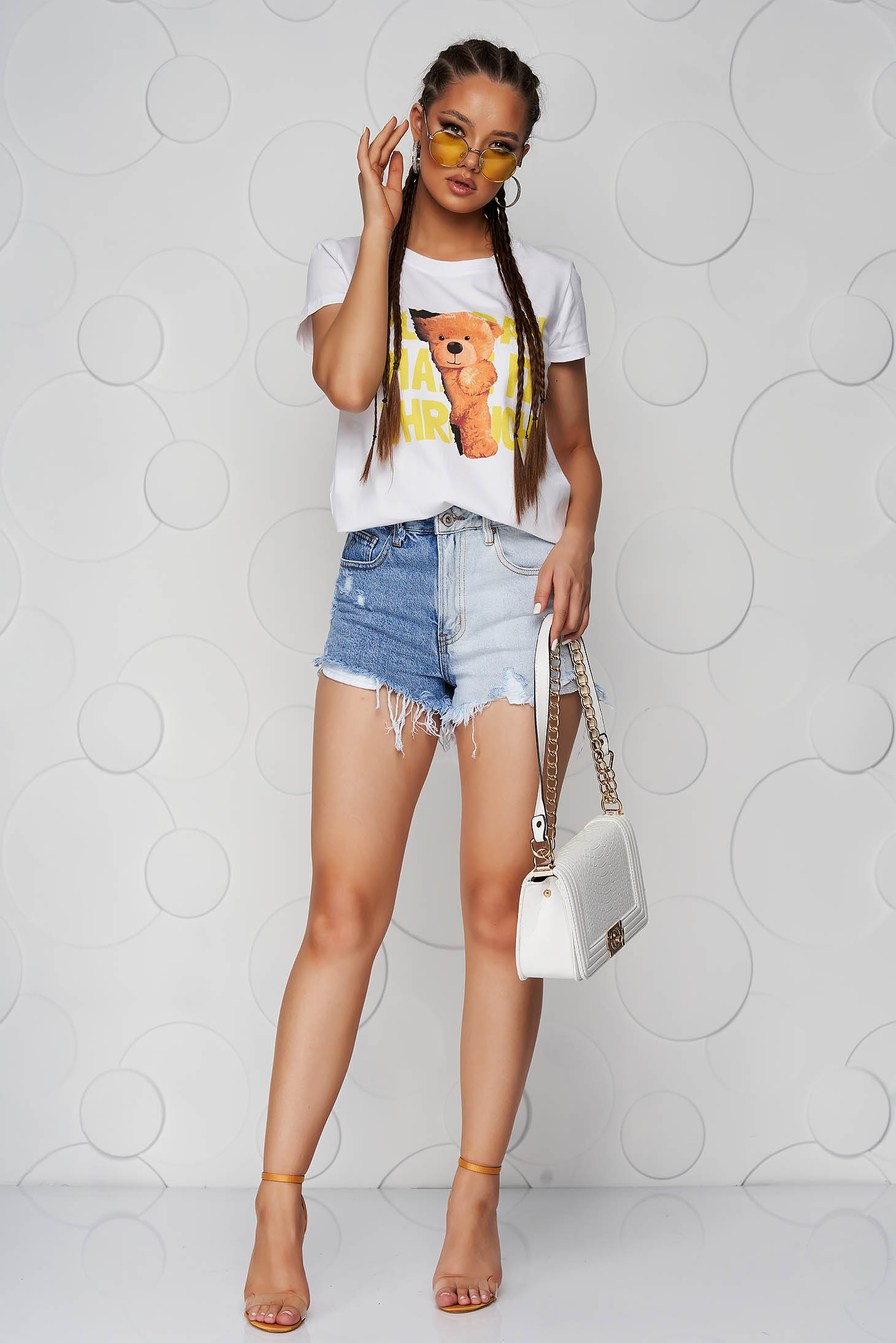 Yellow t-shirt cotton loose fit with graphic details with rounded cleavage