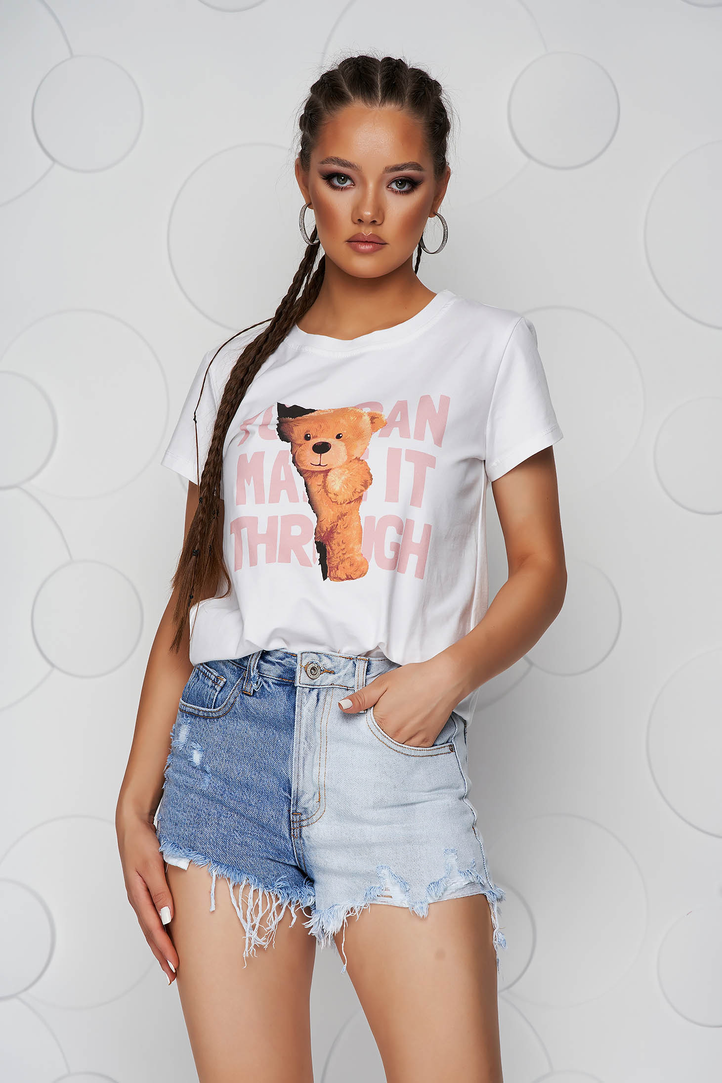 Pink t-shirt cotton loose fit with graphic details with rounded cleavage