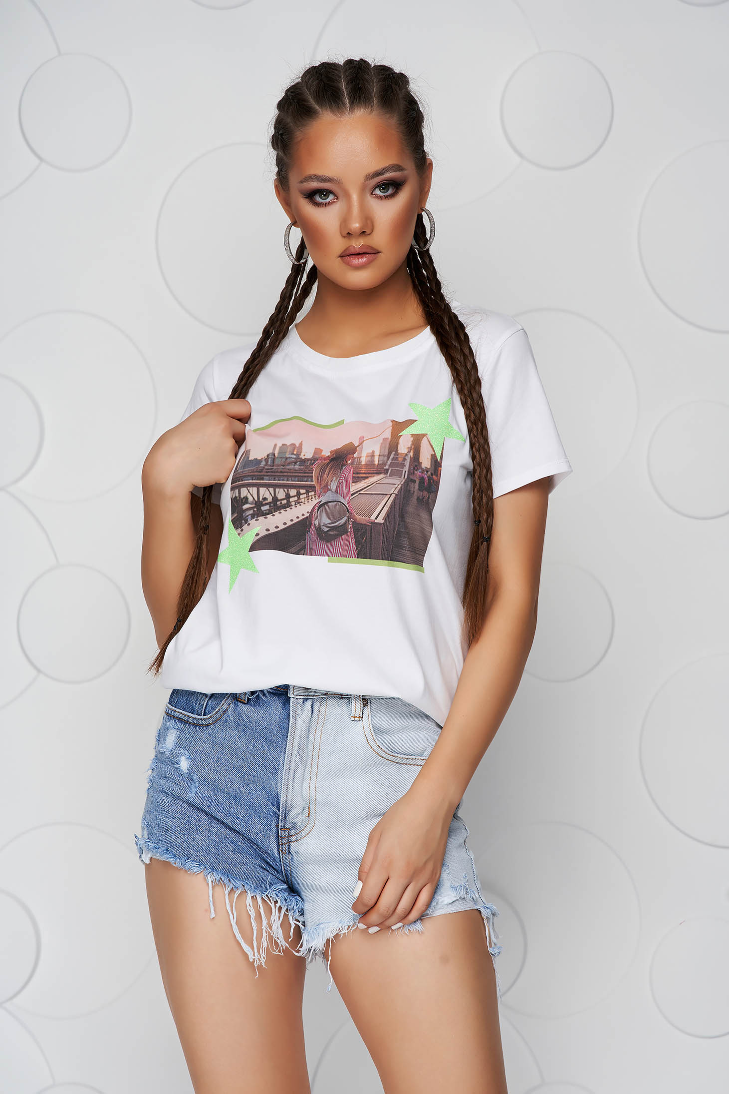 Green t-shirt cotton loose fit with rounded cleavage with glitter details
