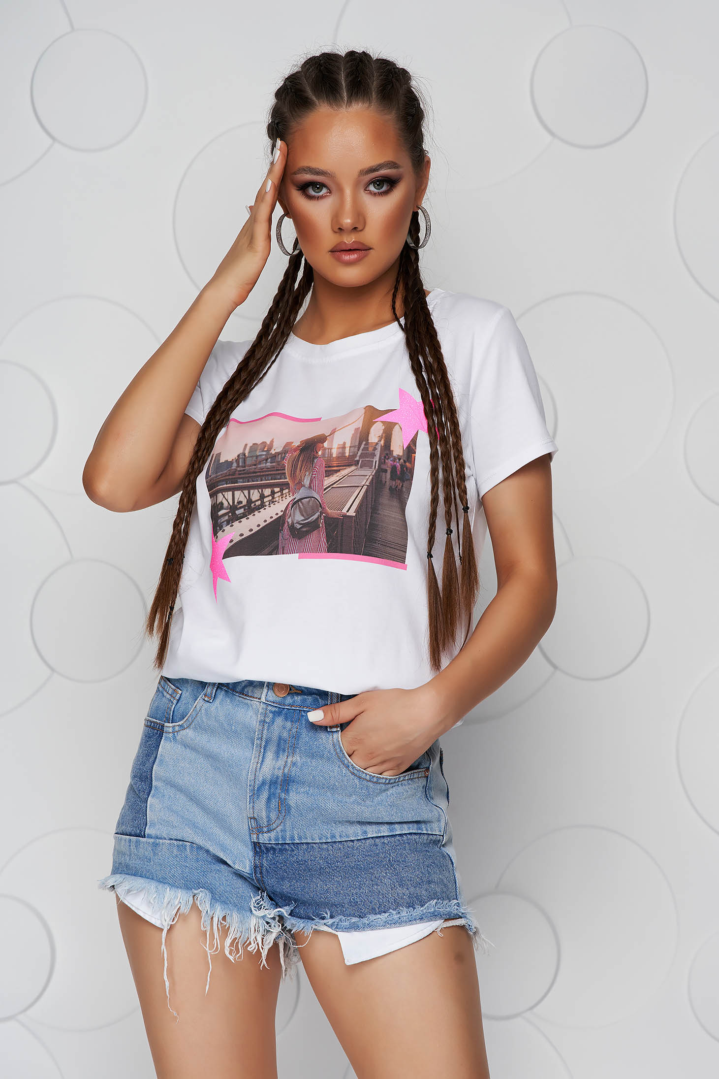 Pink t-shirt cotton loose fit with rounded cleavage with glitter details