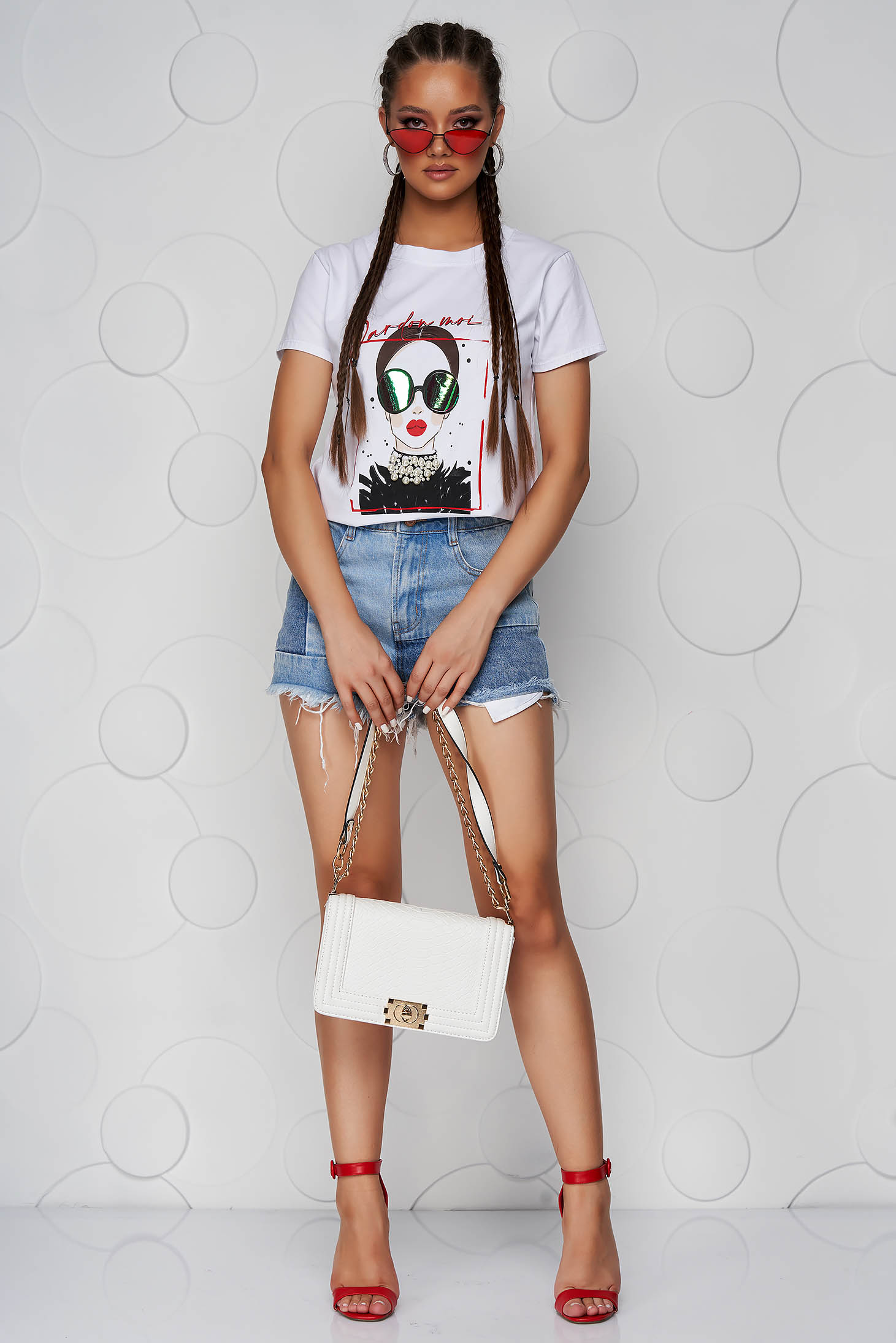 White t-shirt cotton loose fit with graphic details with pearls