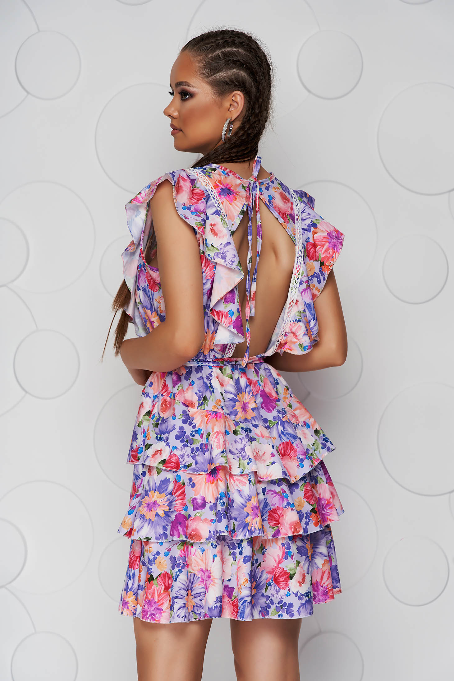 Dress short cut with ruffle details bare back cloche with elastic waist