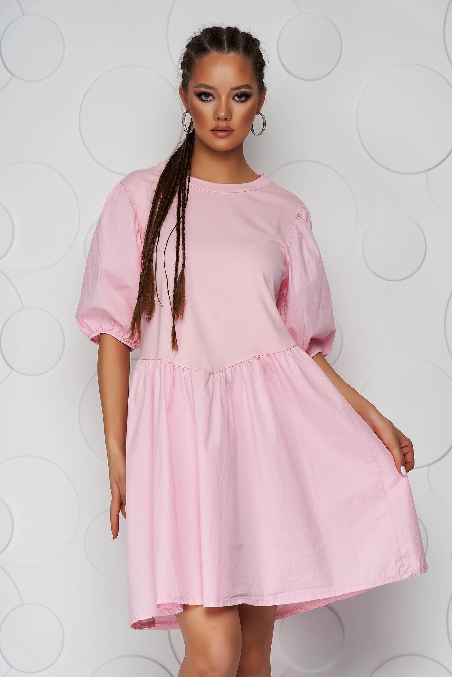 Rochie roz deschis scurta din bumbac cu croi larg si maneci scurte prinse in elastic