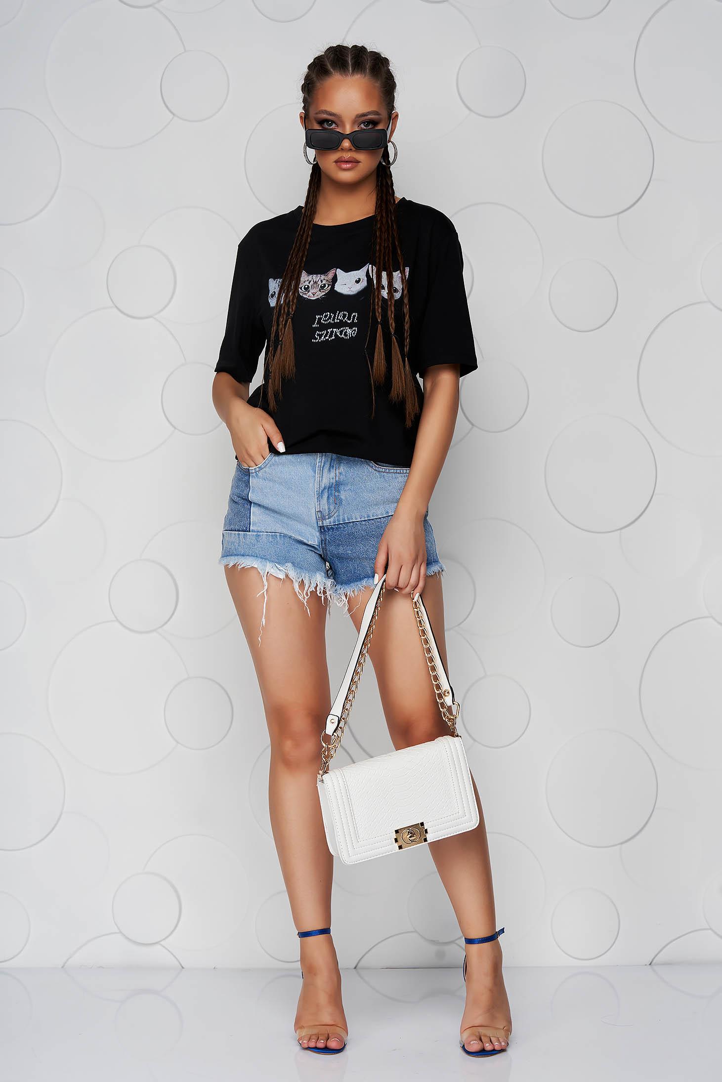 Tricou SunShine negru cu croi larg cu decolteu rotunjit si imprimeuri grafice