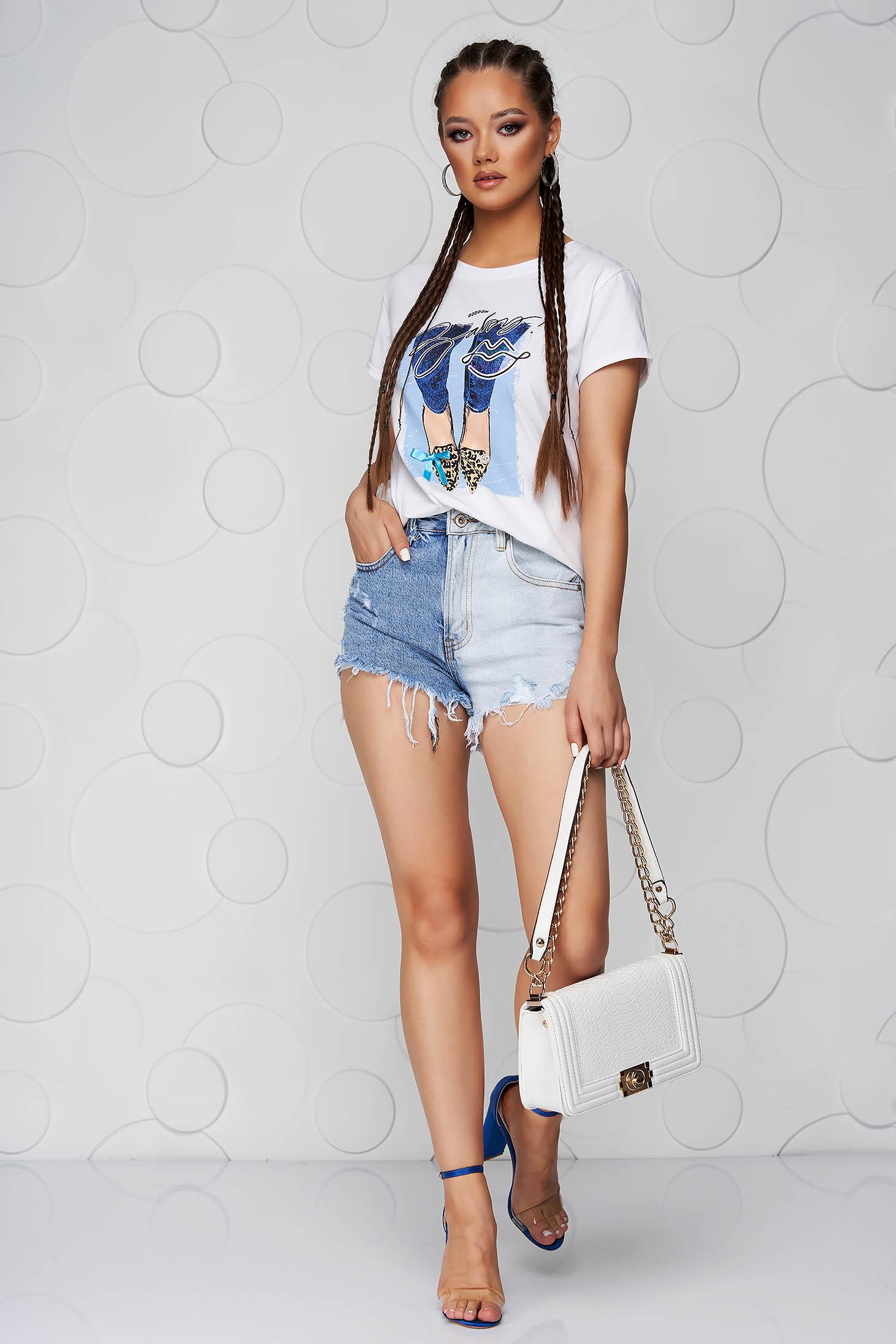 Tricou SunShine alb din bumbac cu croi larg cu decolteu rotunjit si imprimeuri grafice