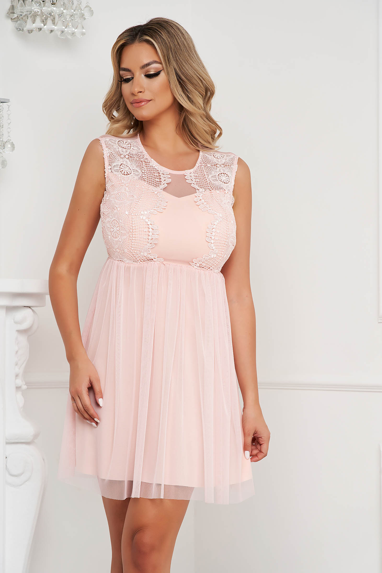 Lightpink dress short cut from tulle laced sleeveless cloche