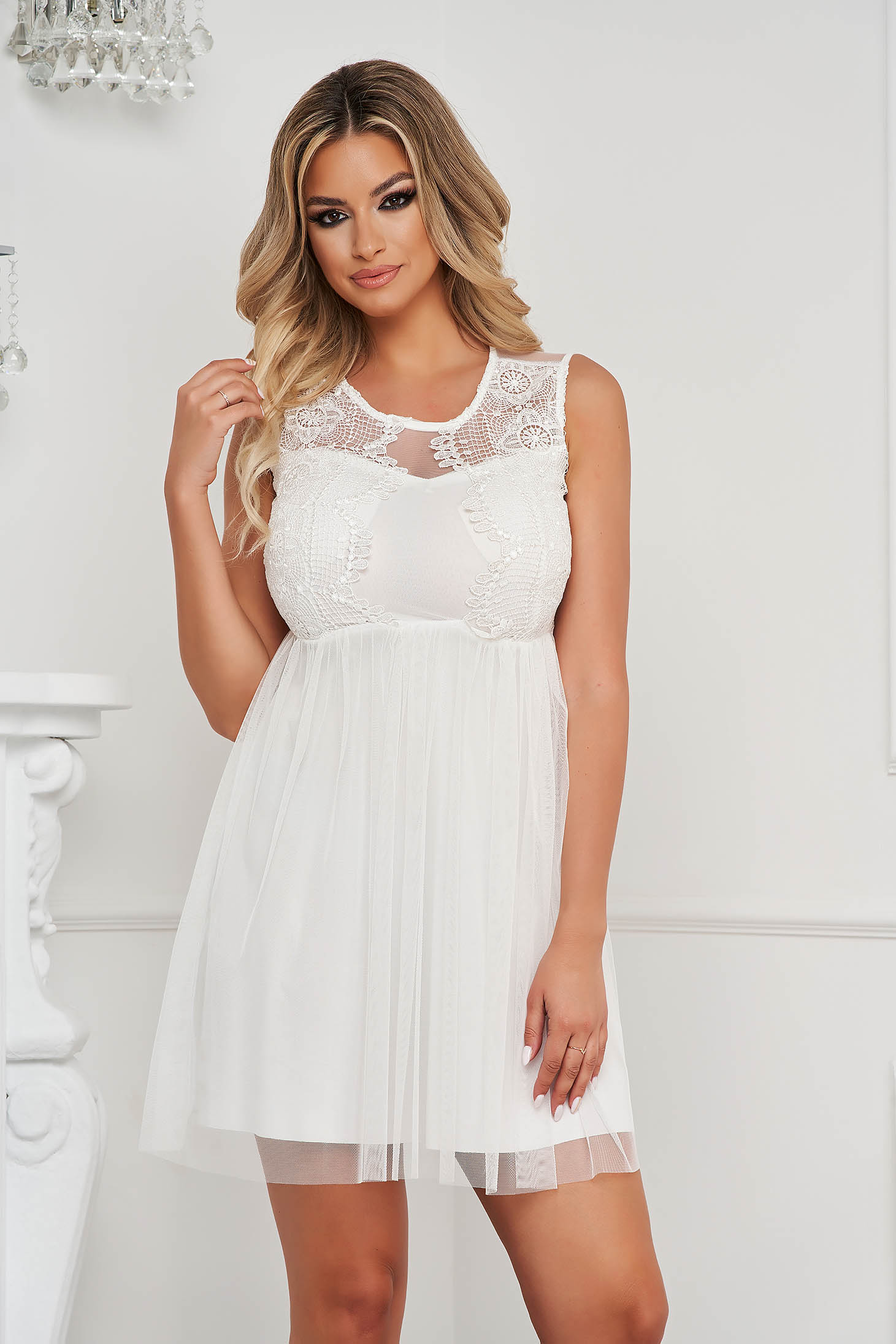 White dress short cut from tulle laced sleeveless cloche