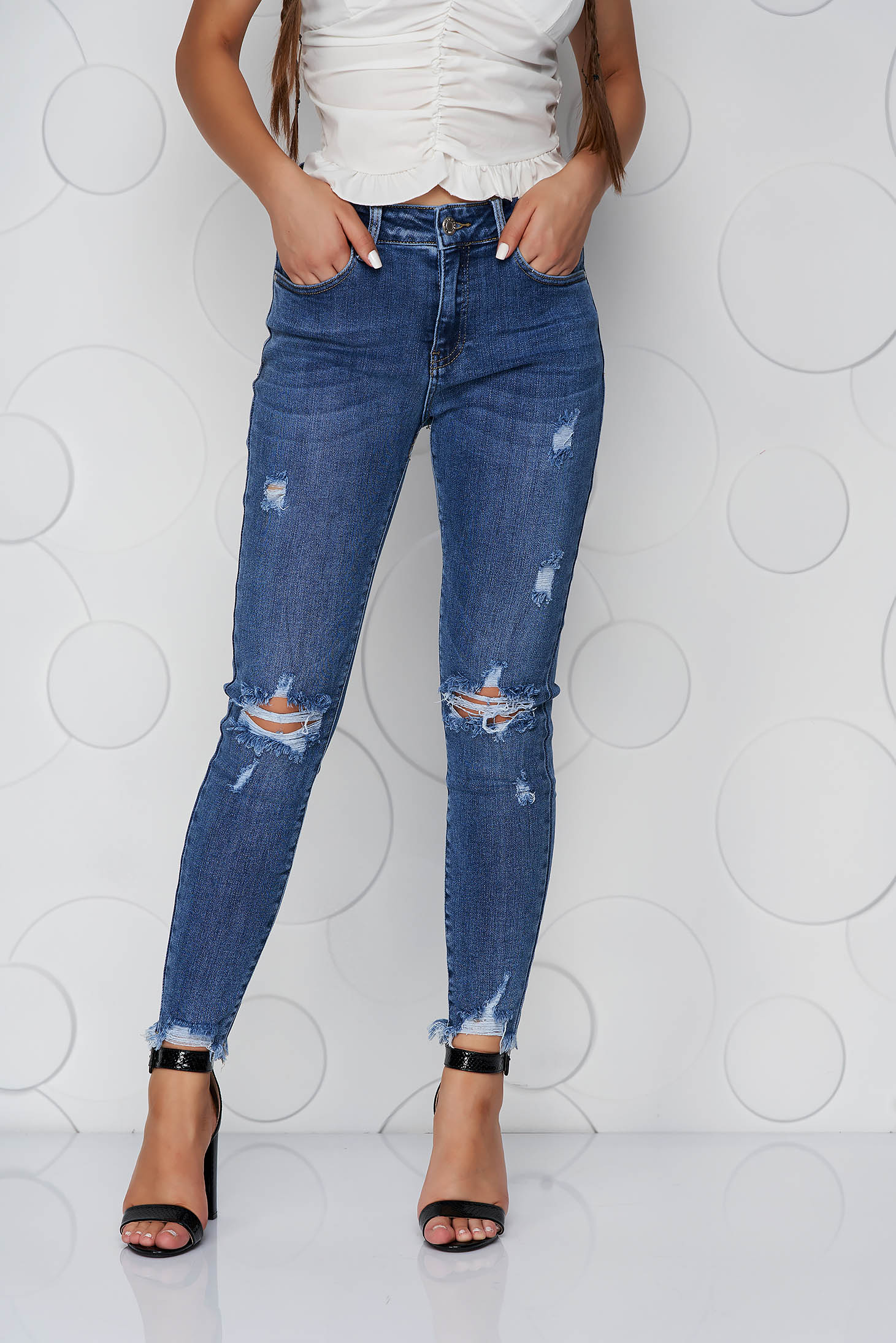 Blue jeans skinny jeans medium waist small rupture of material