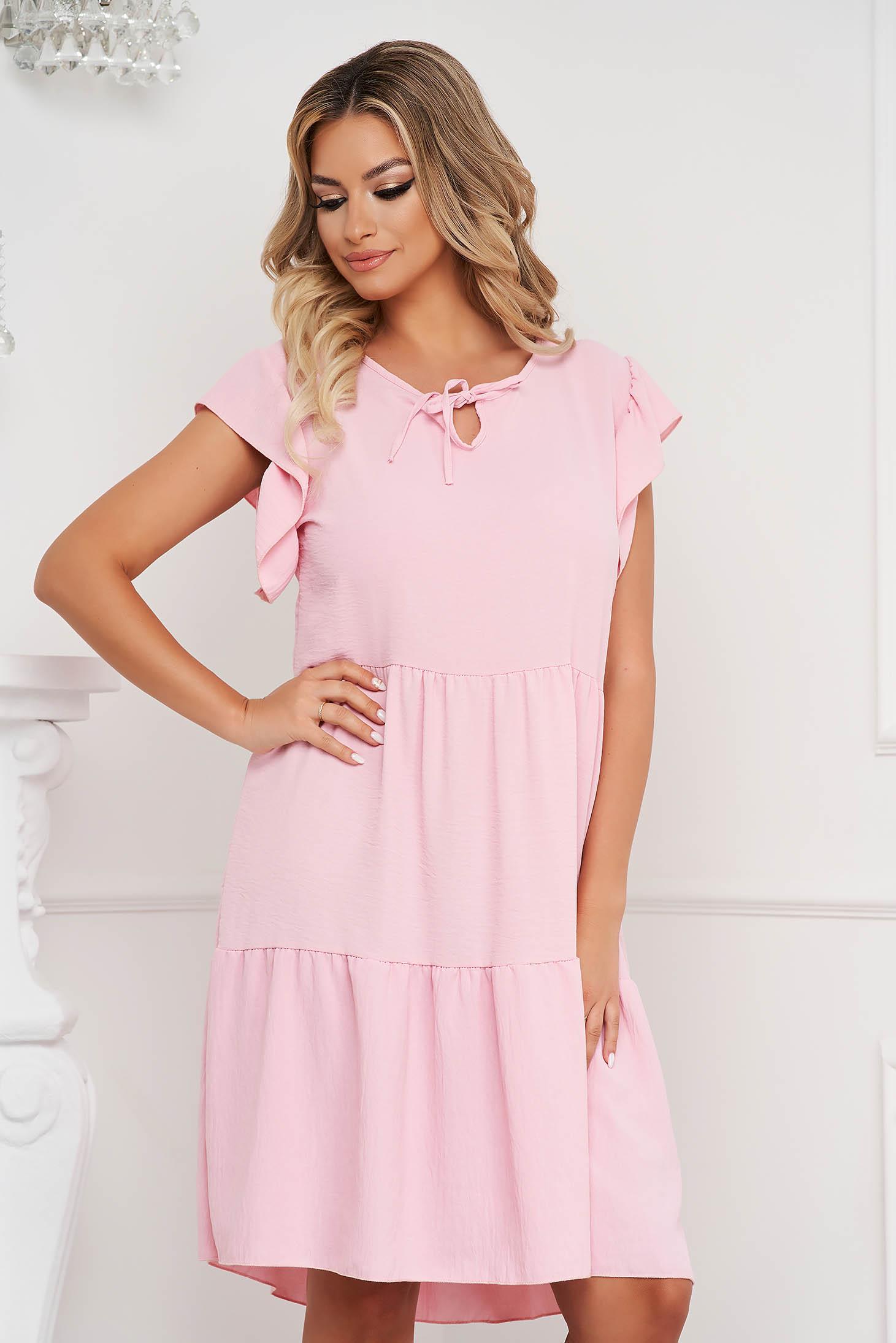 Fodros midi bő szabású világos rózsaszínű ruha vékony anyagból