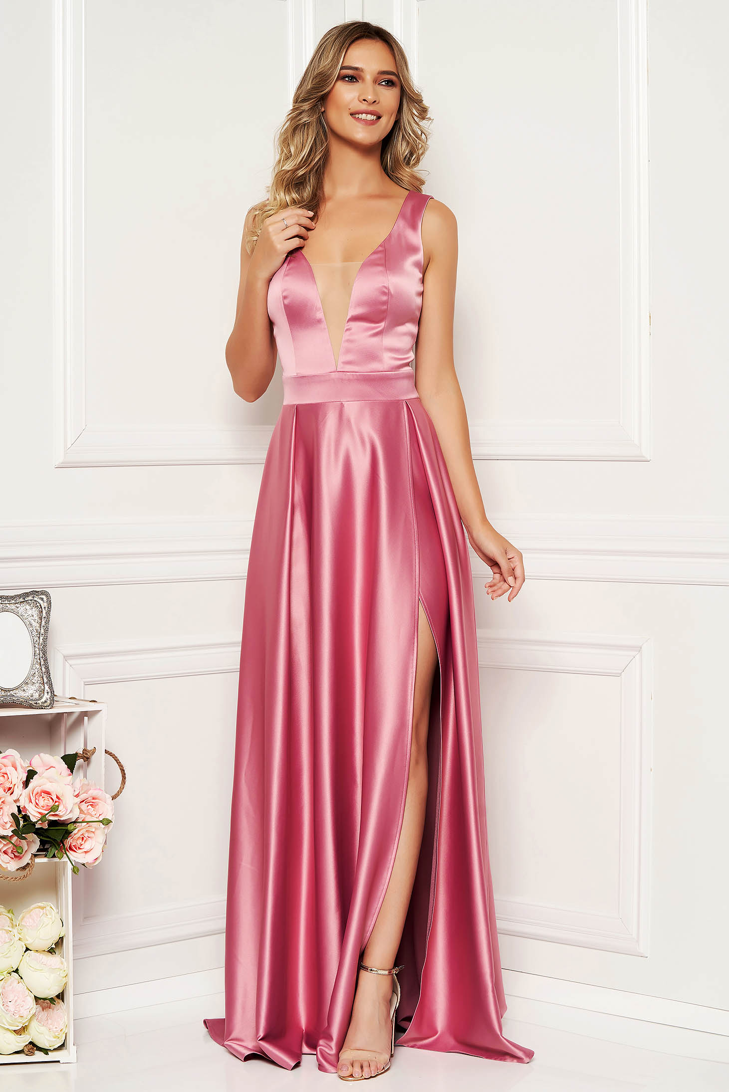 Pink dress occasional long cloche from satin with deep cleavage