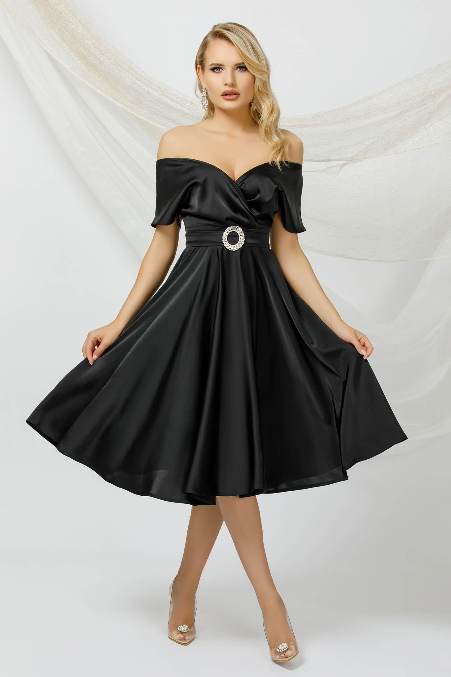 Rochie PrettyGirl neagra in clos midi din satin cu un cordon care se leaga la spate