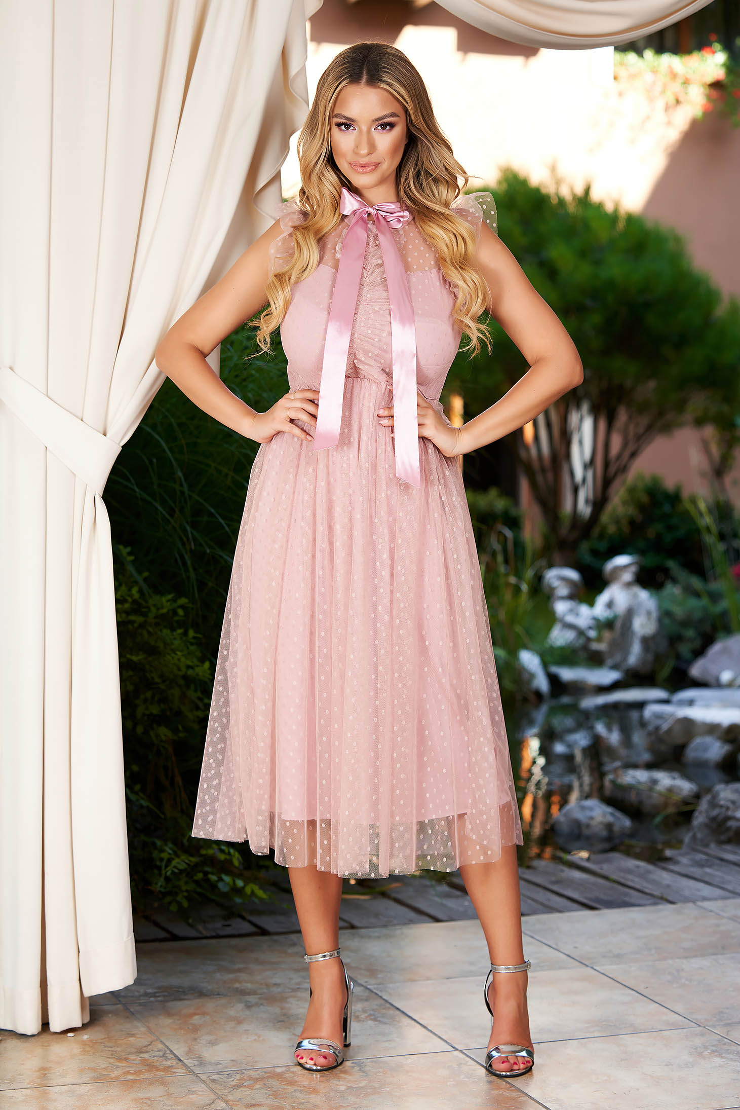 Lightpink dress midi occasional cloche with turtle neck with ruffle details from tulle plumeti