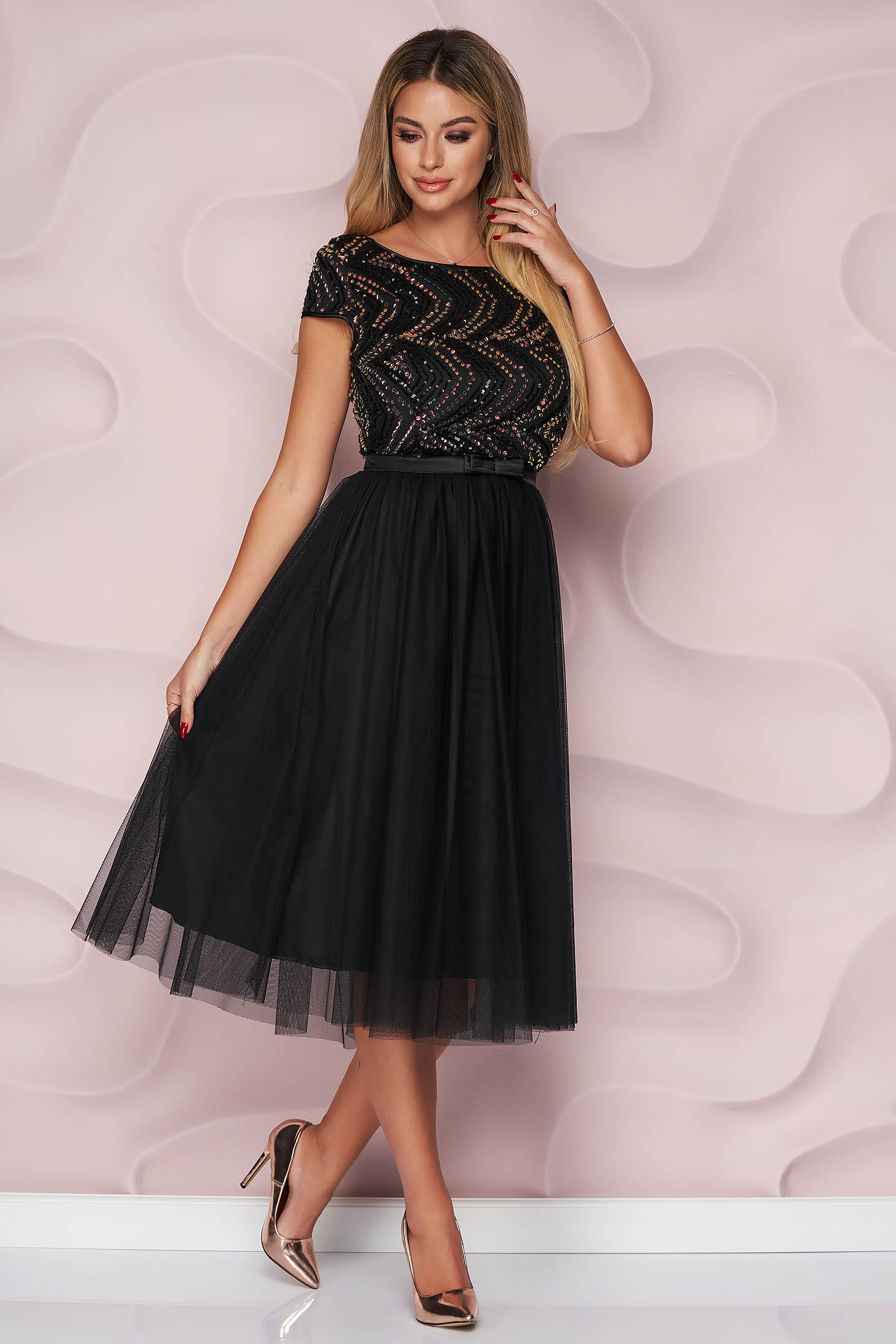 Fekete StarShinerS midi harang ruha tüllből, flitteres díszítéssel és rövid ujjakkal