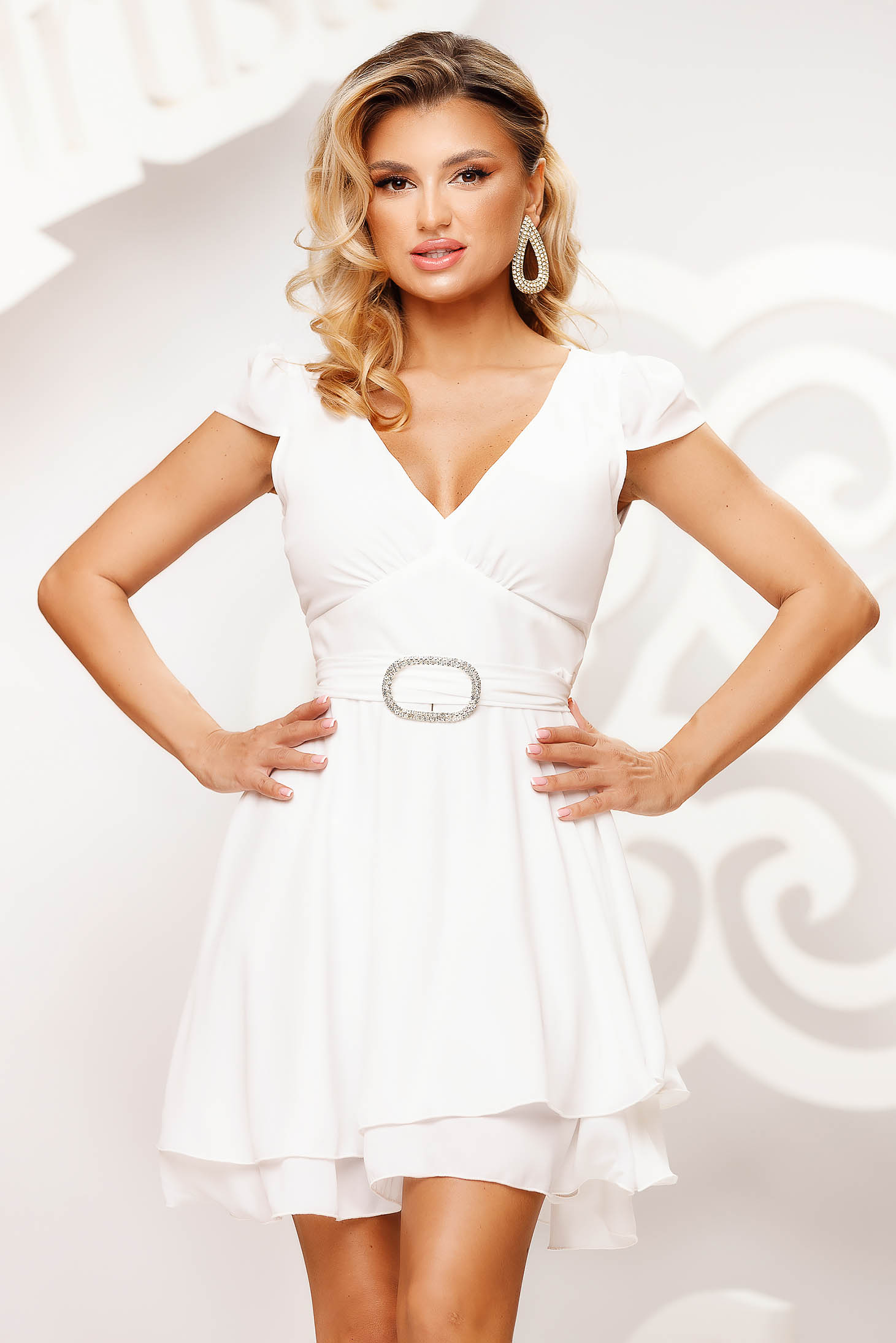 White dress short cut occasional cloche airy fabric short sleeves