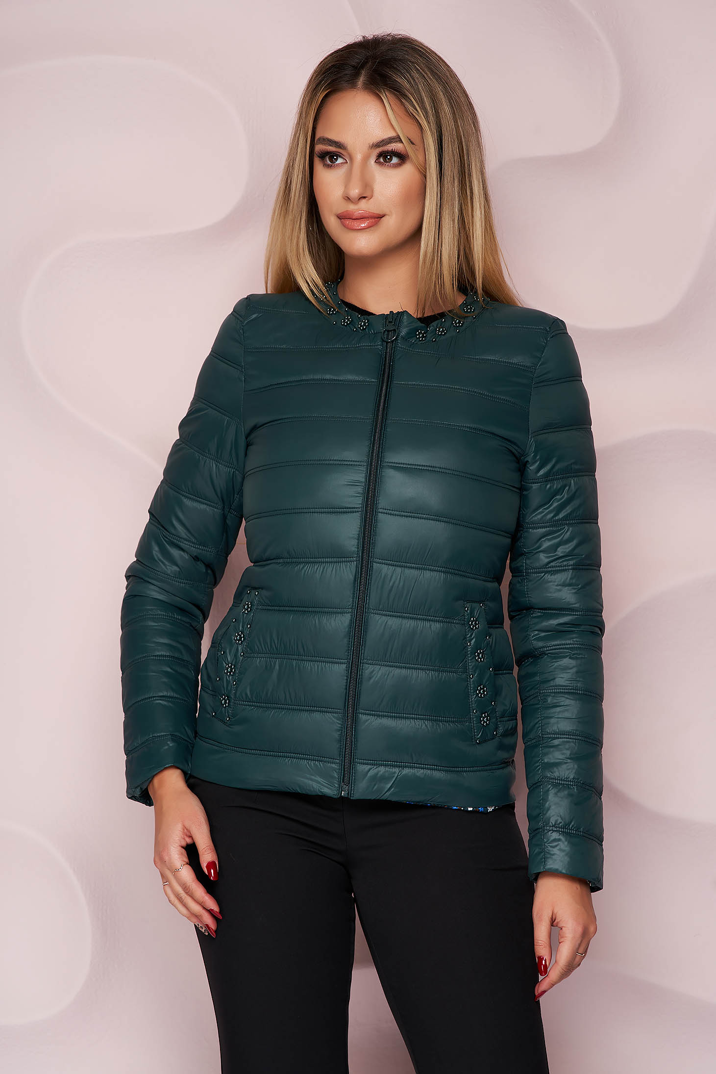 Darkgreen jacket from slicker thin fabric with pockets with pearls straight