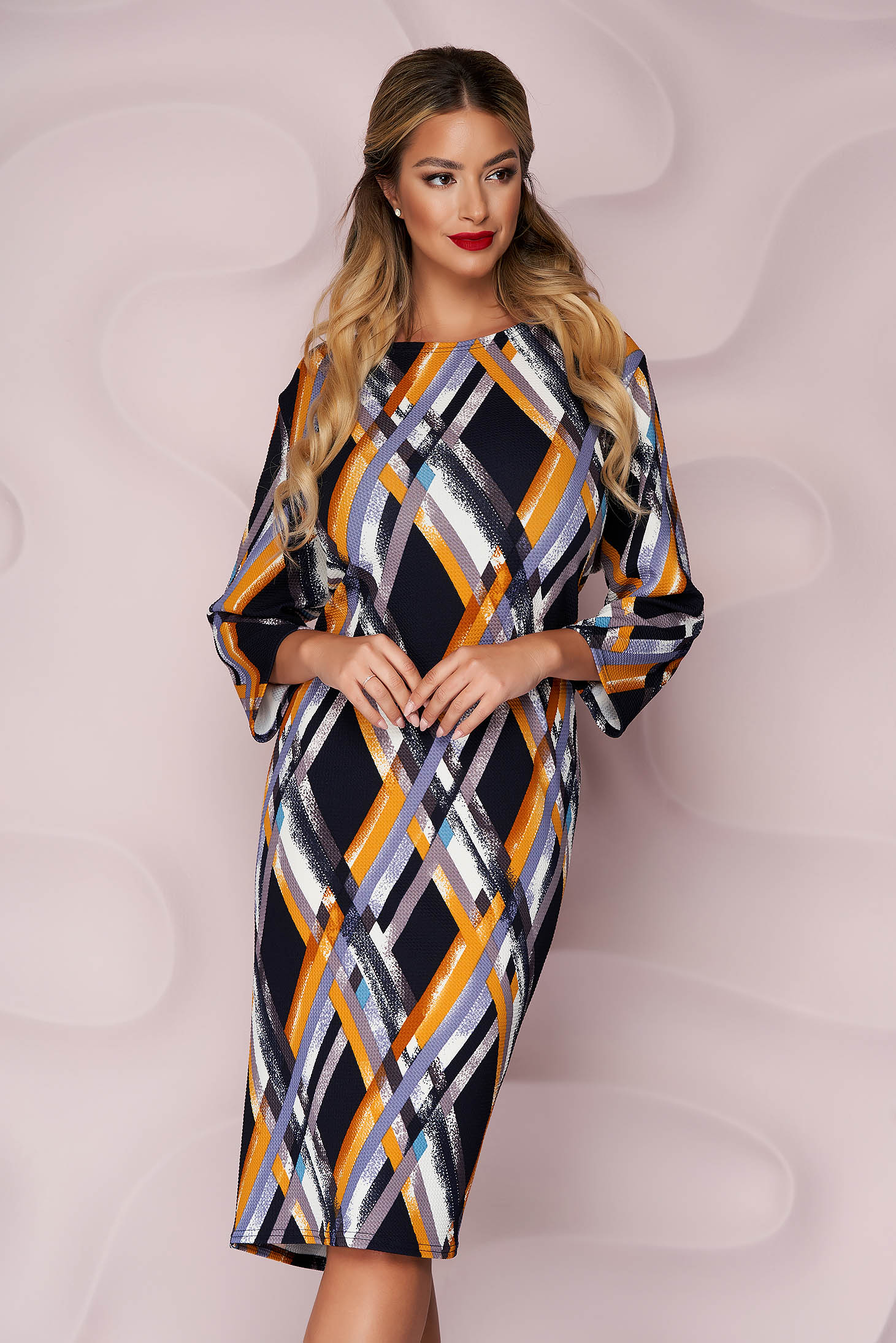 Dress midi straight wrinkled material from elastic fabric long sleeved