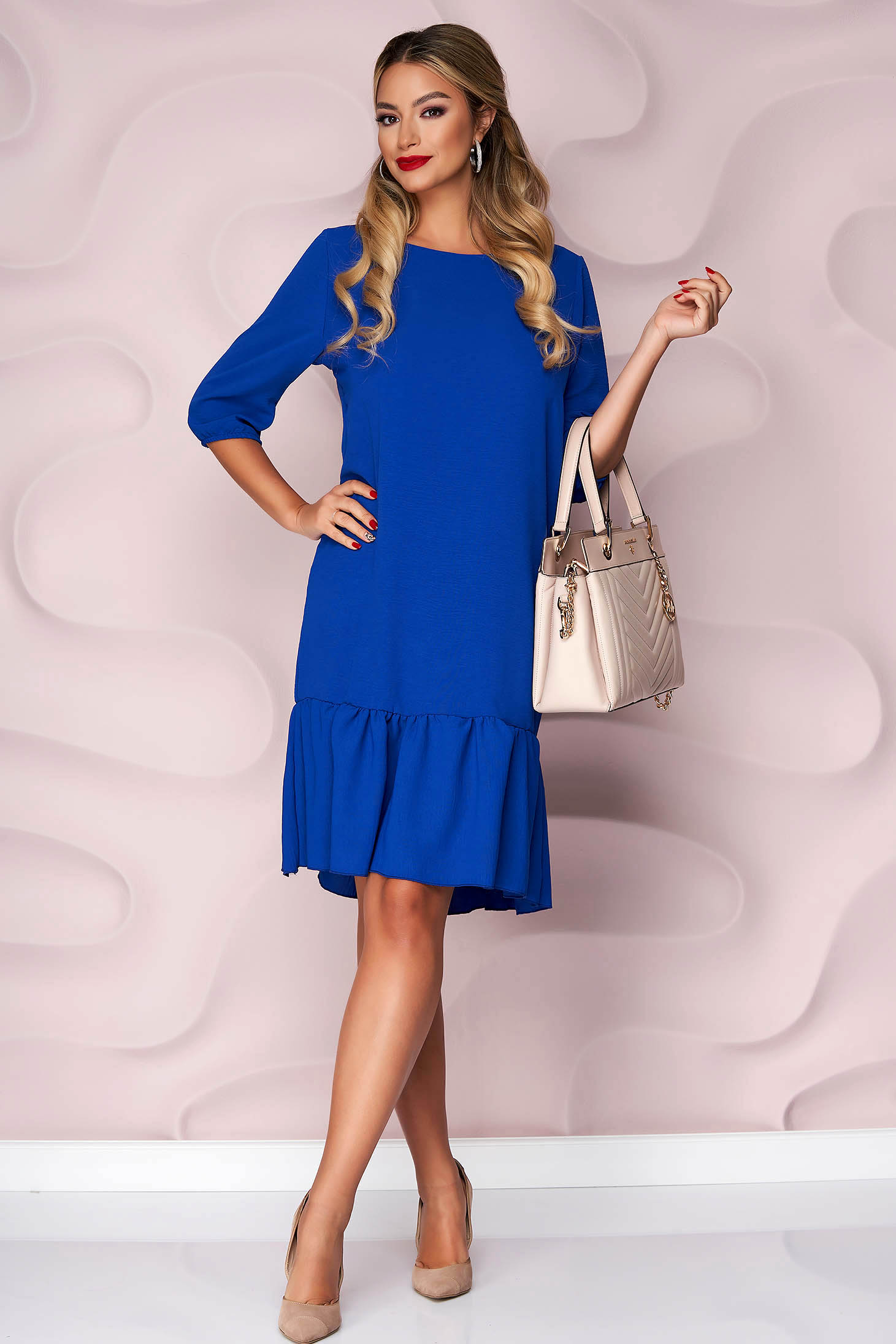 Kék, egyenes szabású fodros aljú muszlin ruha