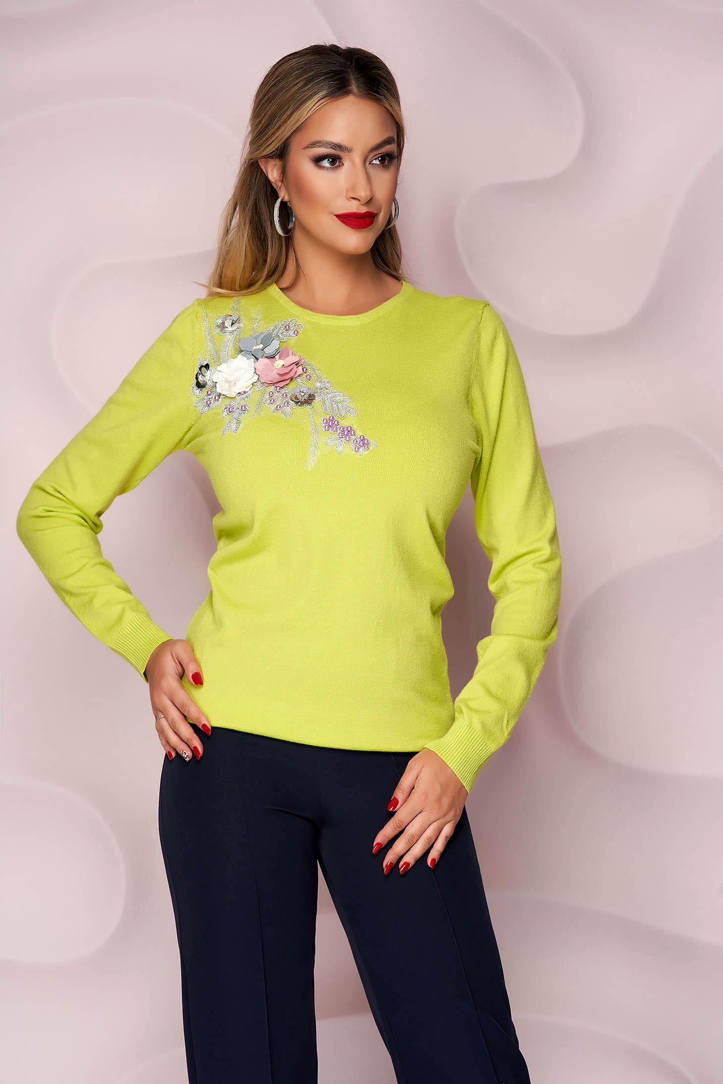 Pulover Lady Pandora verde-deschis tricotat cu croi larg cu flori in relief cu efect 3d