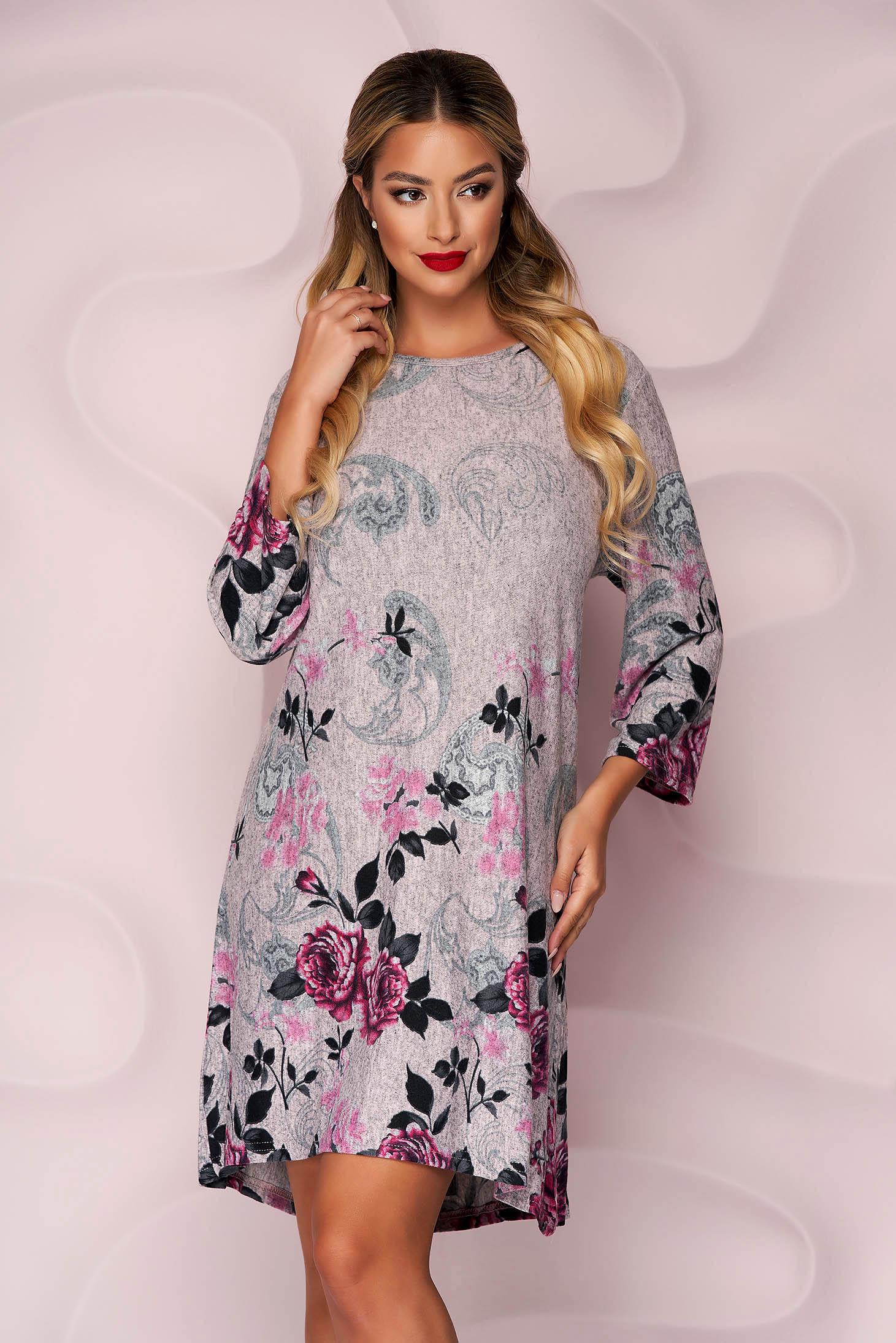 Rochie Lady Pandora roz prafuit din tricot subtire si elastic cu un croi drept si imprimeu floral